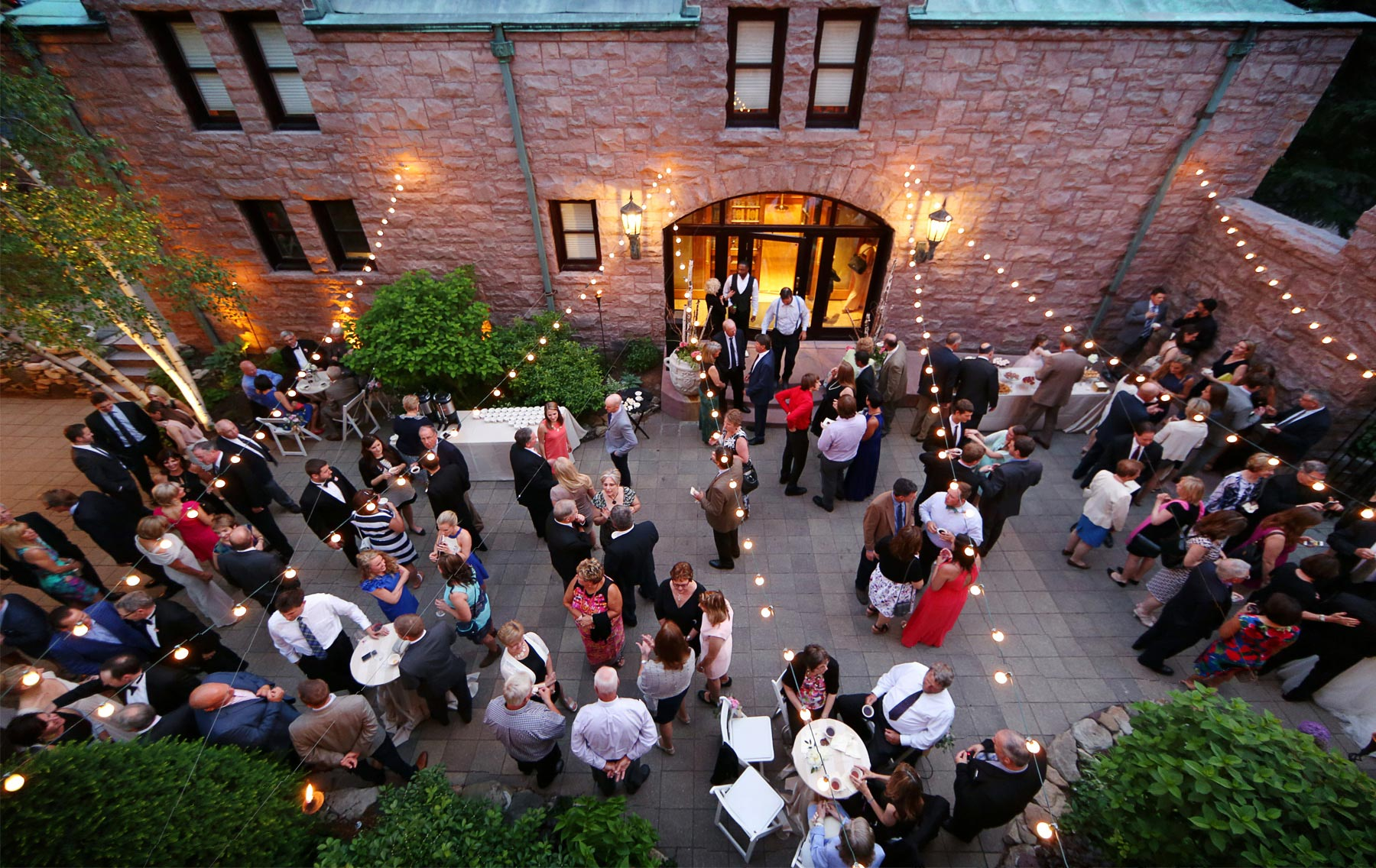 14-Minneapolis-Minnesota-Wedding-Photography-by-Vick-Photography-Van-Dusen-Mansion-Outdoor-Reception-Taryn-&-Scott.jpg