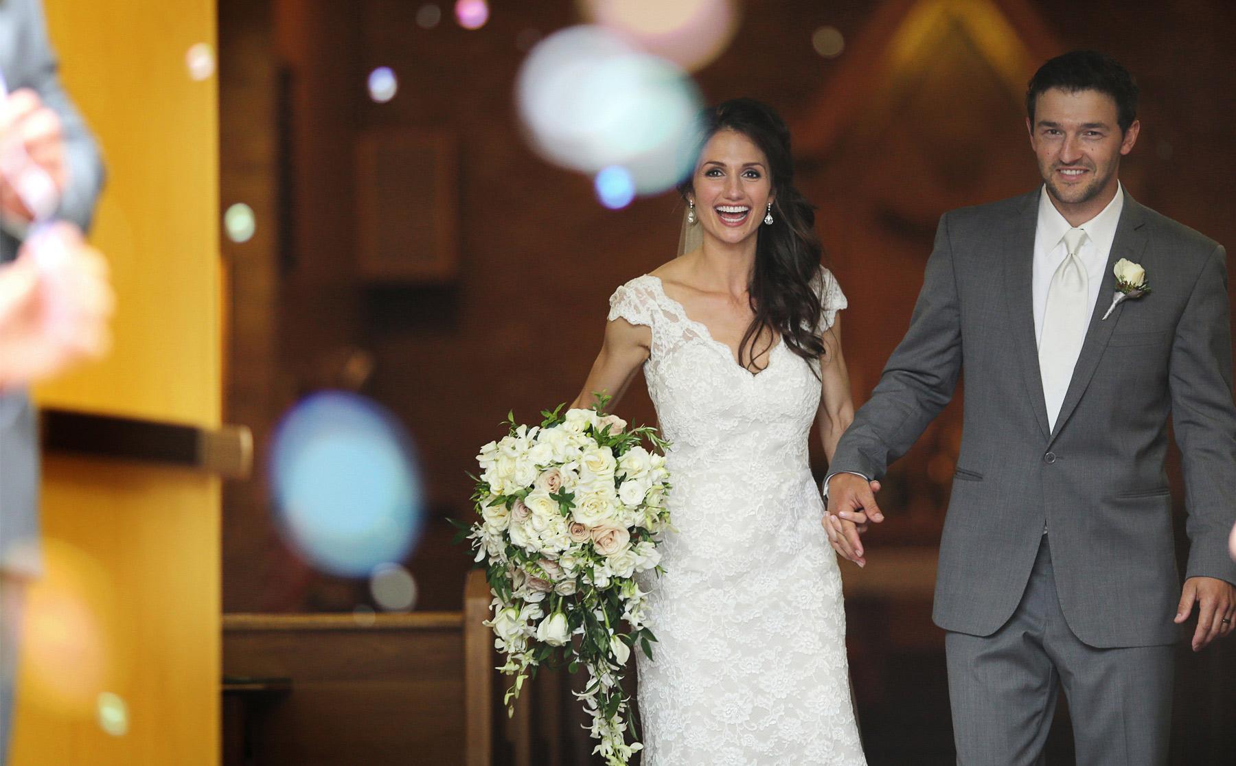 07-Stillwater-Minnesota-Wedding-Photography-by-Vick-Photography--St-Patricks-Church-Ceremony-Bubbles-Alicia-&-Cole.jpg