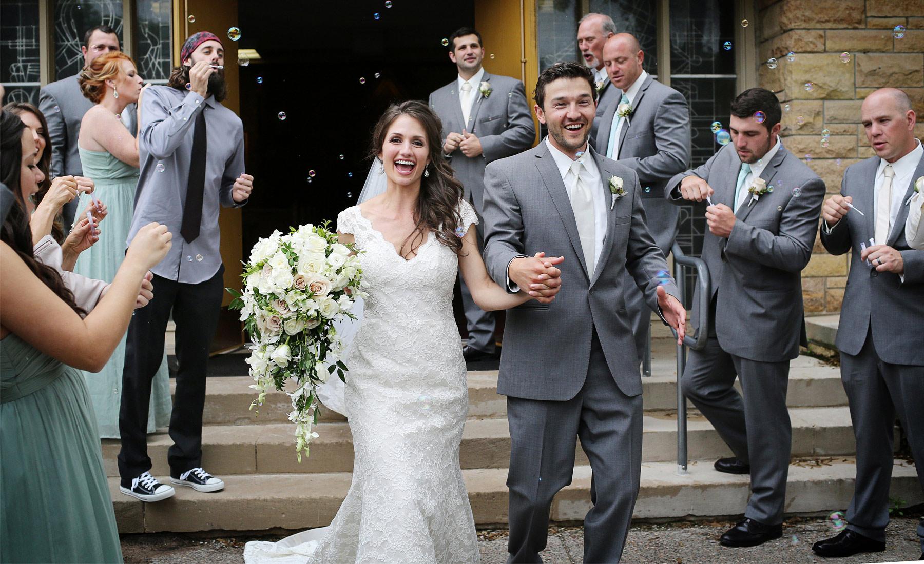 08-Stillwater-Minnesota-Wedding-Photography-by-Vick-Photography--St-Patricks-Church-Ceremony-Bubbles-Alicia-&-Cole.jpg