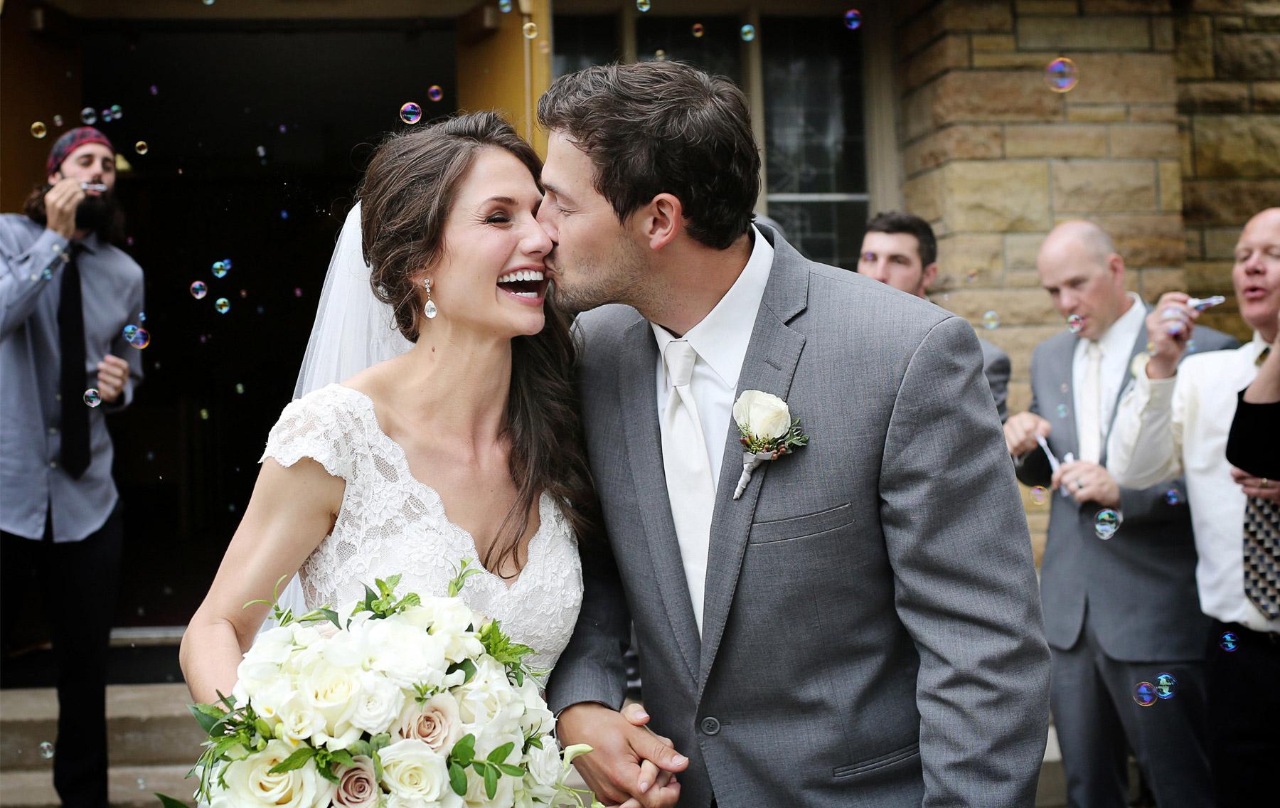 09-Stillwater-Minnesota-Wedding-Photography-by-Vick-Photography--St-Patricks-Church-Ceremony-Bubbles-Alicia-&-Cole.jpg