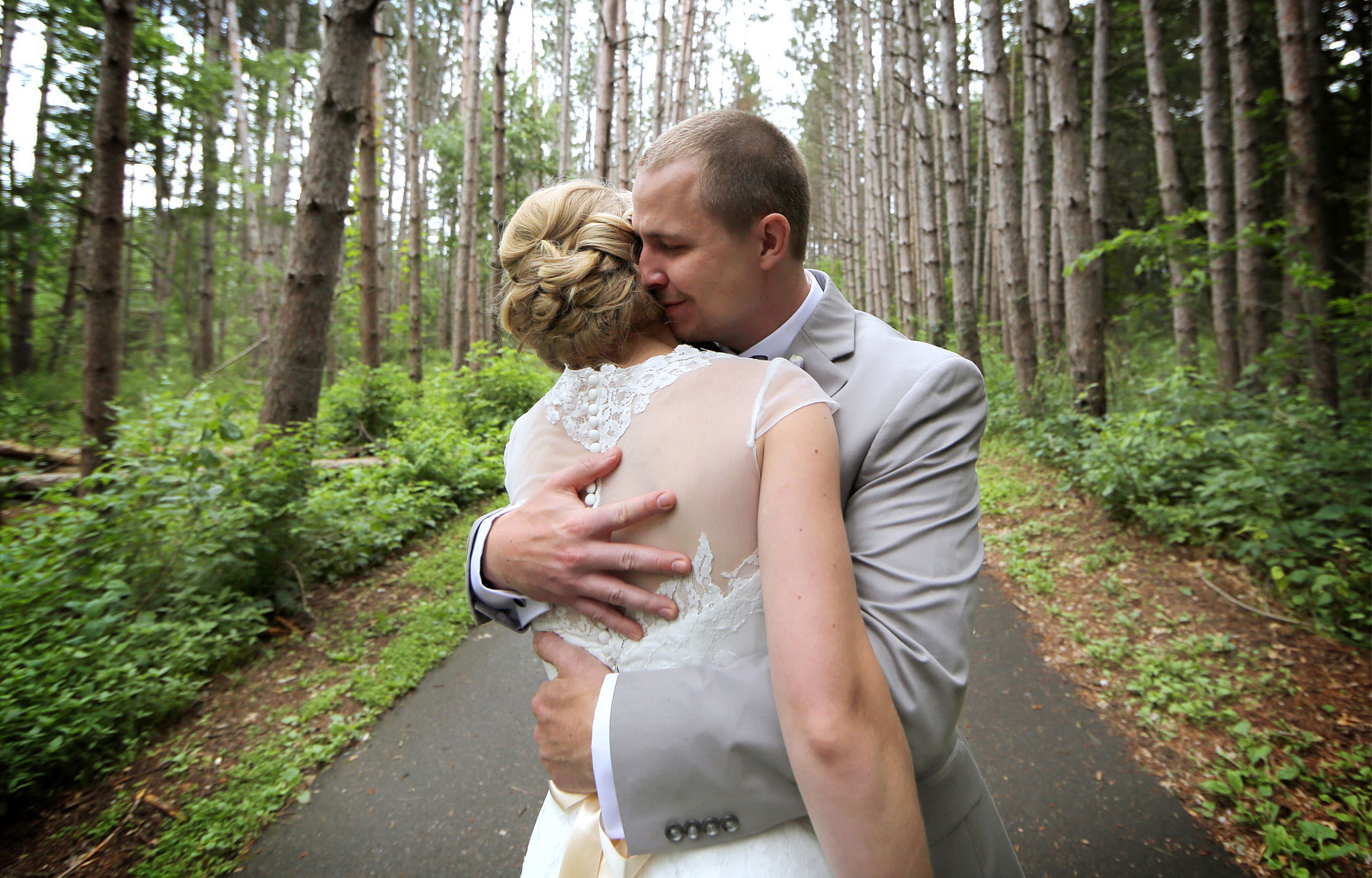 04-Minneapolis-MN-Wedding-Photography-by-Vick-Photography-Rustic-Forest-Woods-First-Look-Alyssa-&-Blake.jpg