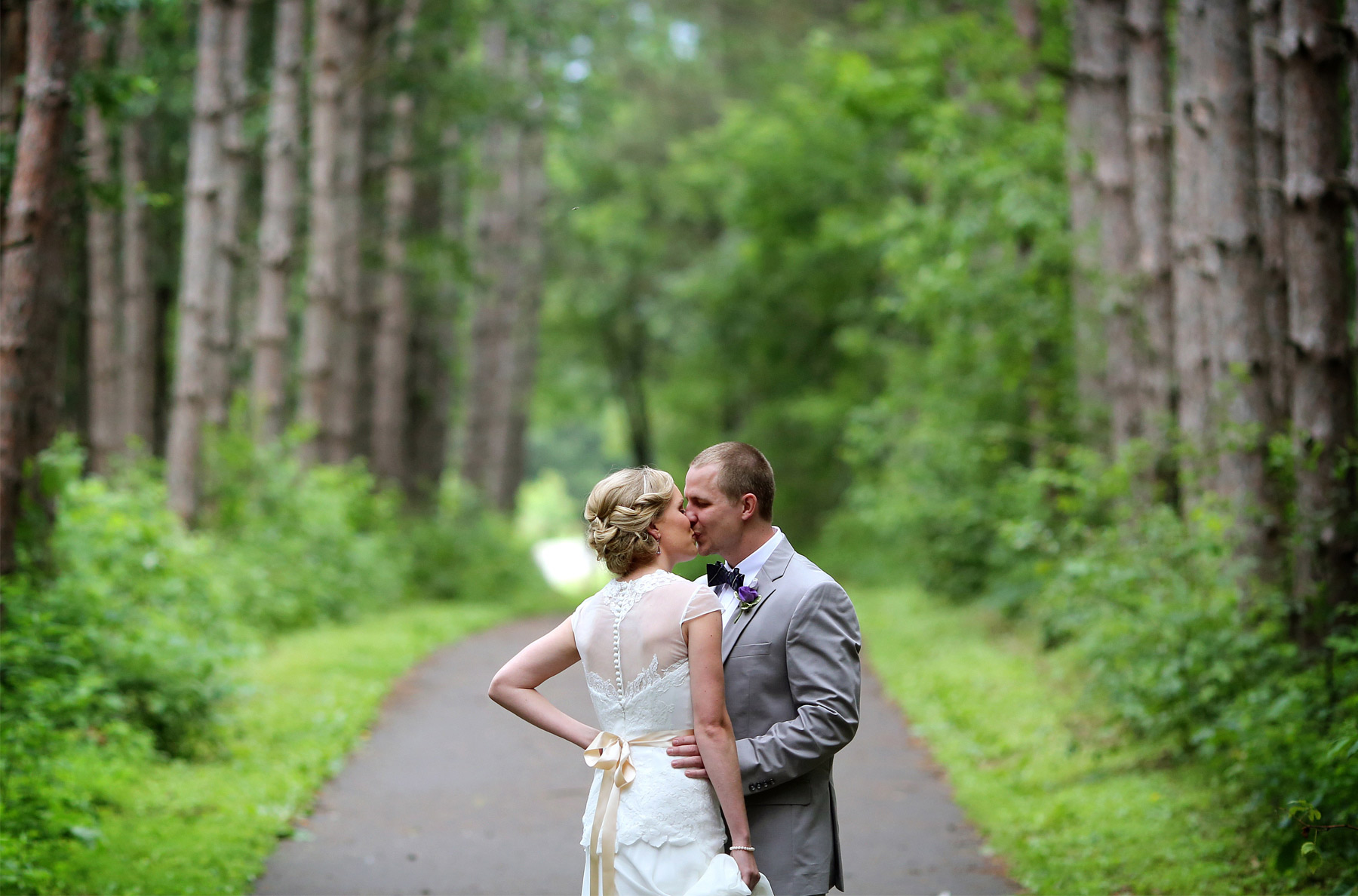 06-Minneapolis-MN-Wedding-Photography-by-Vick-Photography-Rustic-Forest-Woods-First-Look-Alyssa-&-Blake.jpg