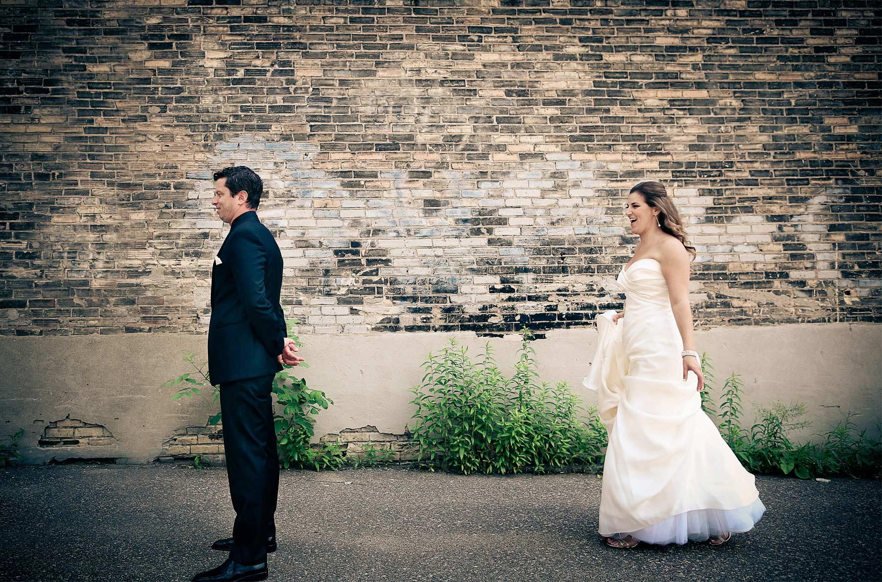 01-Minneapolis-Minnesota-Wedding-Photography-by-Vick-Photography-Aria-Downtown-First-Look-Layne-&-Dan.jpg