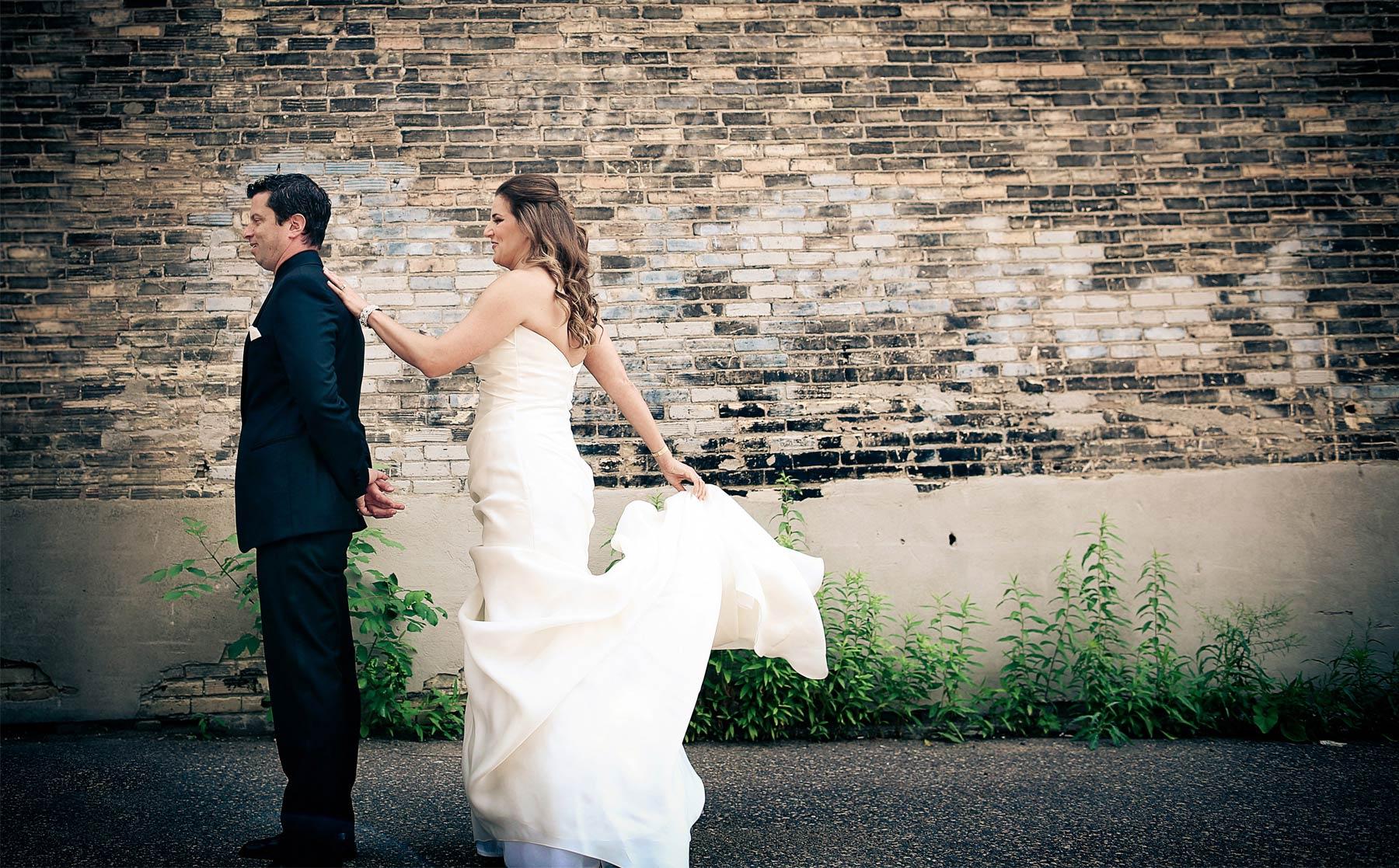 02-Minneapolis-Minnesota-Wedding-Photography-by-Vick-Photography-Aria-Downtown-First-Look-Layne-&-Dan.jpg