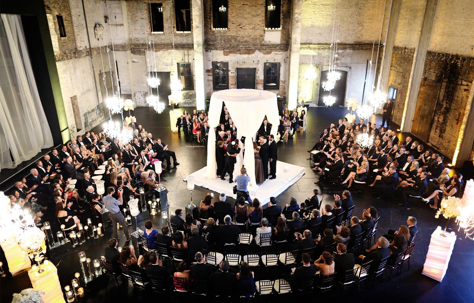 11-Minneapolis-Minnesota-Wedding-Photography-by-Vick-Photography-Aria-Downtown-Ceremony-Layne-&-Dan.jpg
