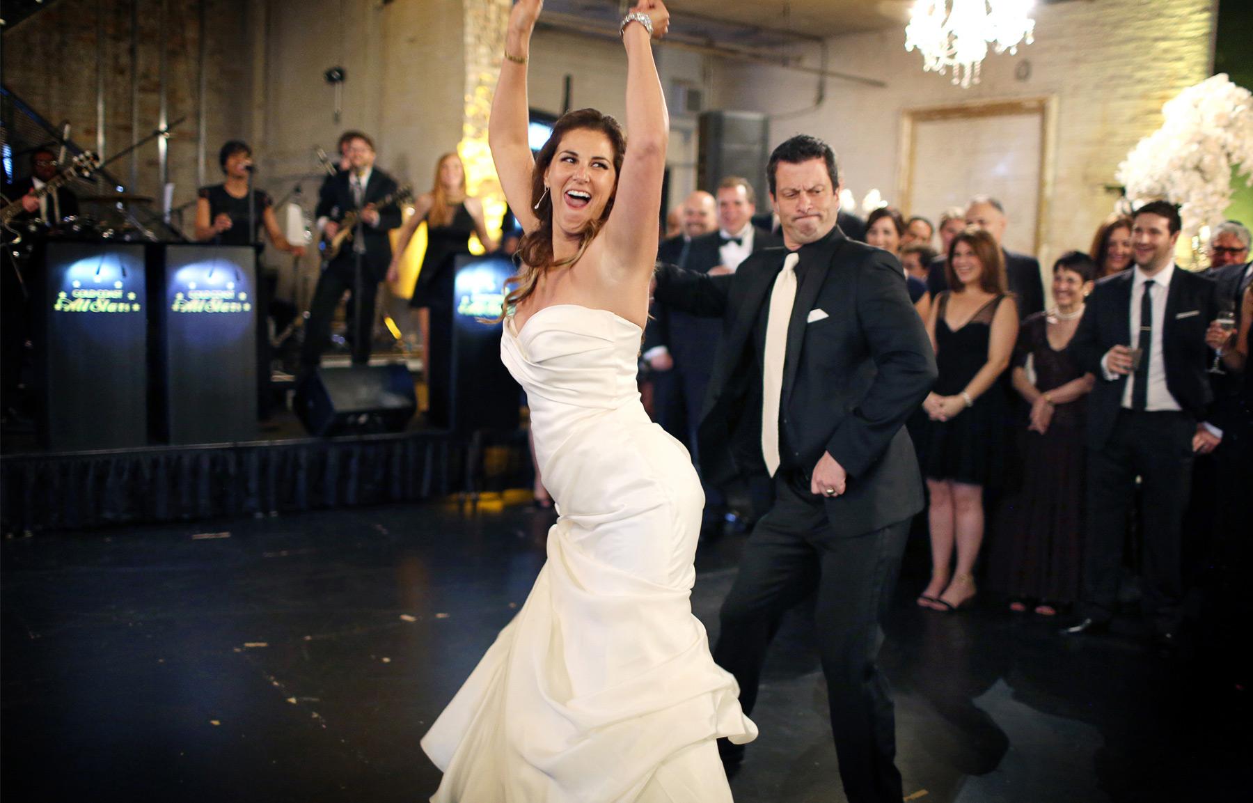 15-Minneapolis-Minnesota-Wedding-Photography-by-Vick-Photography-Aria-Reception-First-Dance-Layne-&-Dan.jpg