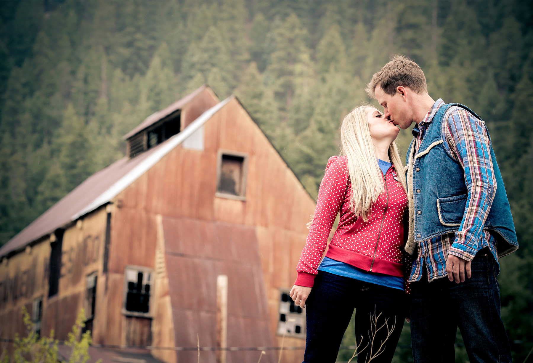 05-Denver-Colorado-Vail-Engagement-Photography-by-Vick-Photography-Winter-Engagement-Rustic-Mountains-Lucy-&-Matt.jpg