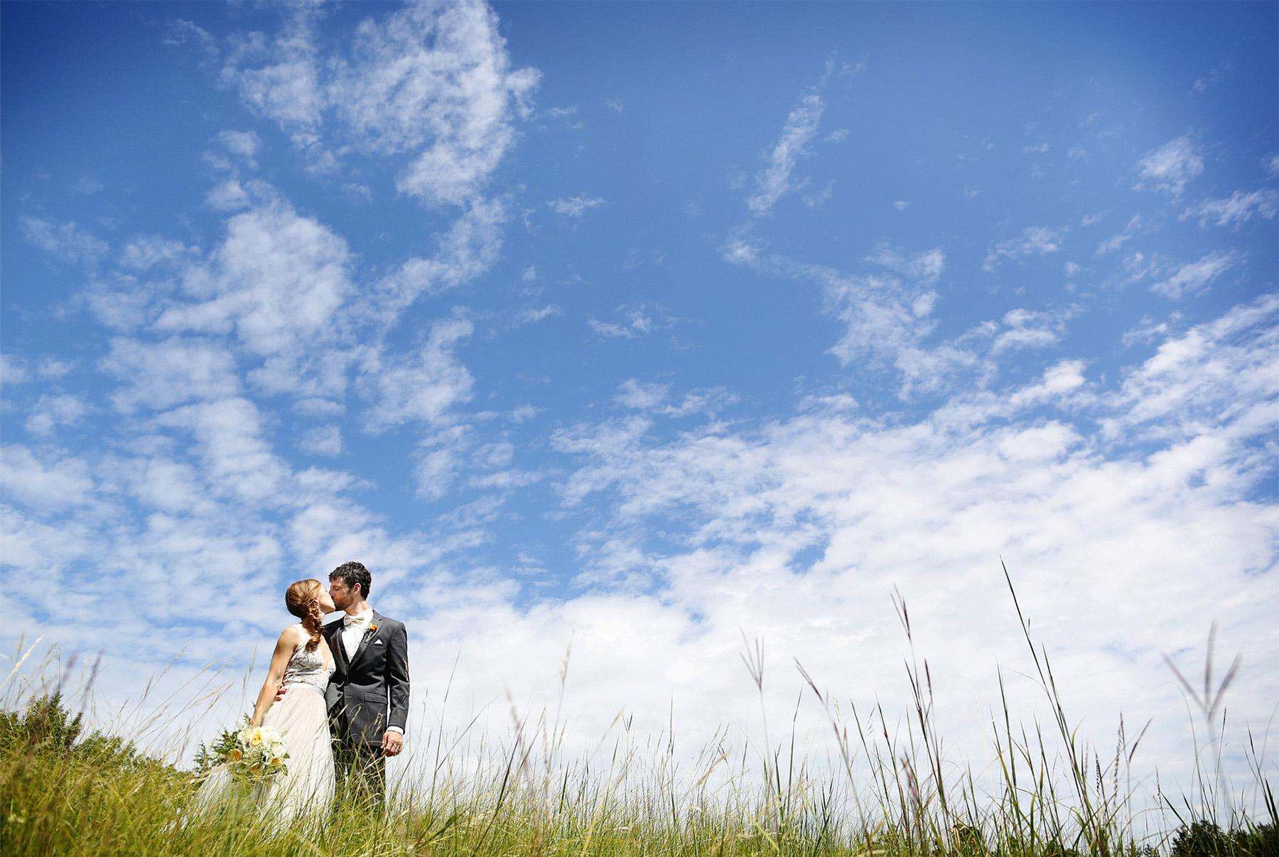 04-Minneapolis-Minnesota-Wedding-Photography-by-Vick-Photography-Field-Blue-Sky-First-Look-Sarah-&-Tom.jpg