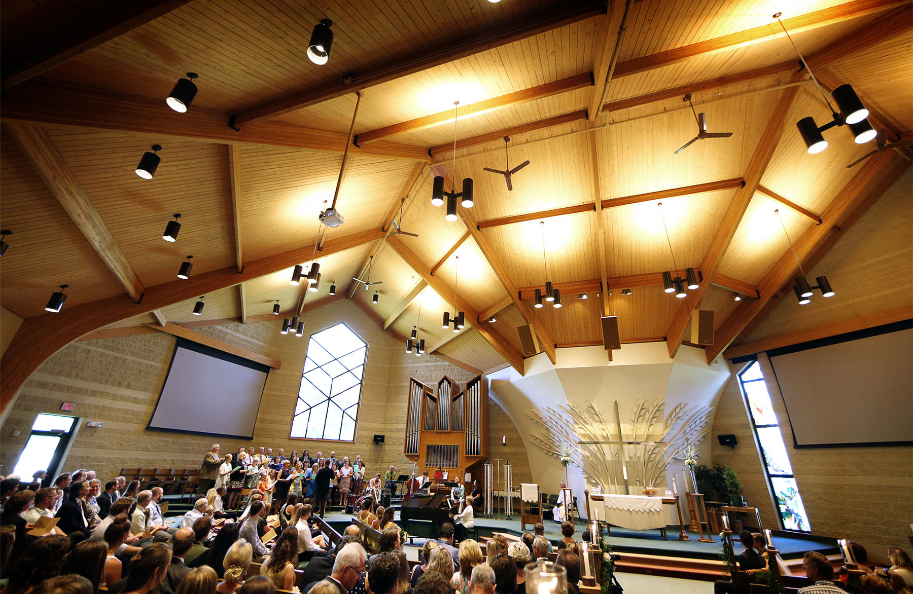 08-Minneapolis-Minnesota-Wedding-Photography-by-Vick-Photography-St-Stephen-Lutheran-Church-Ceremony-Sarah-&-Tom.jpg