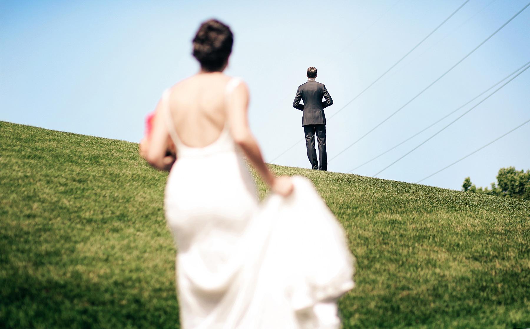 05-Minneapolis-Minnesota-Wedding-Photography-by-Vick-Photography-First-Look-Blue-Sky-Lalu-&-John.jpg
