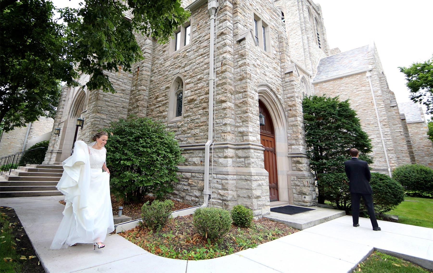 03-Minneapolis-Minnesota-Wedding-Photography-by-Vick-Photography-Edina-First-Look-Grace-&-Nick.jpg