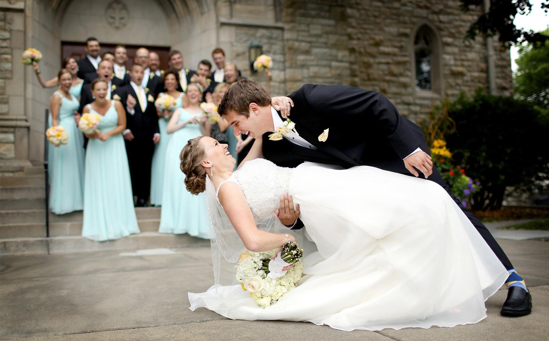 09-Minneapolis-Minnesota-Wedding-Photography-by-Vick-Photography-Edina-Wedding-Party-Group-Grace-&-Nick.jpg