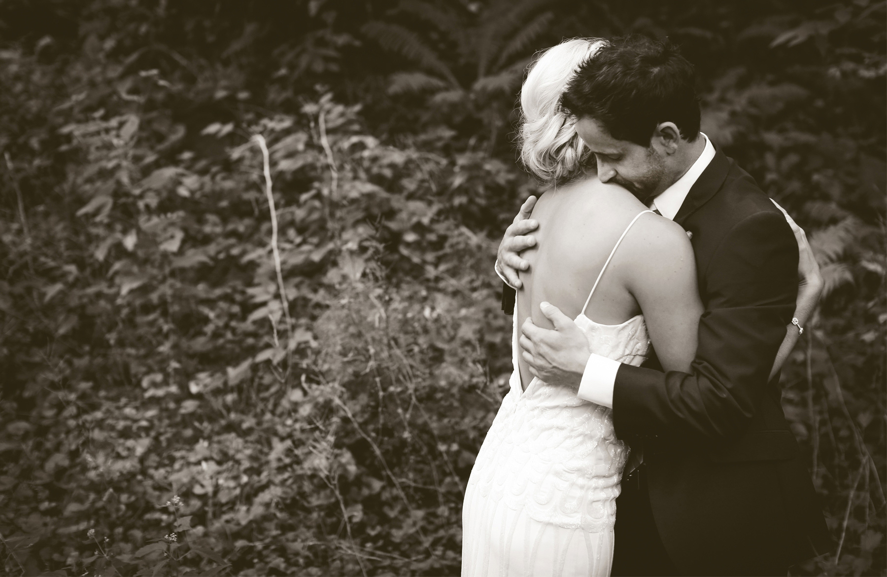 04-Stillwater-Minnesota-Wedding-Photography-by-Vick-Photography-Camrose-Hill-Outdoor-Woods-Rustic-First-Look-Tina-&-Eric.jpg