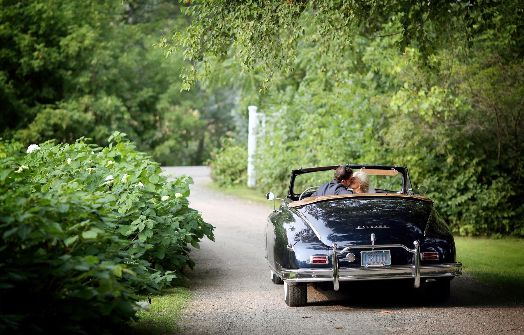 14-Stillwater-Minnesota-Wedding-Photography-by-Vick-Photography-Camrose-Hill-Rustic-Convertable-Woods-Tina-&-Eric.jpg