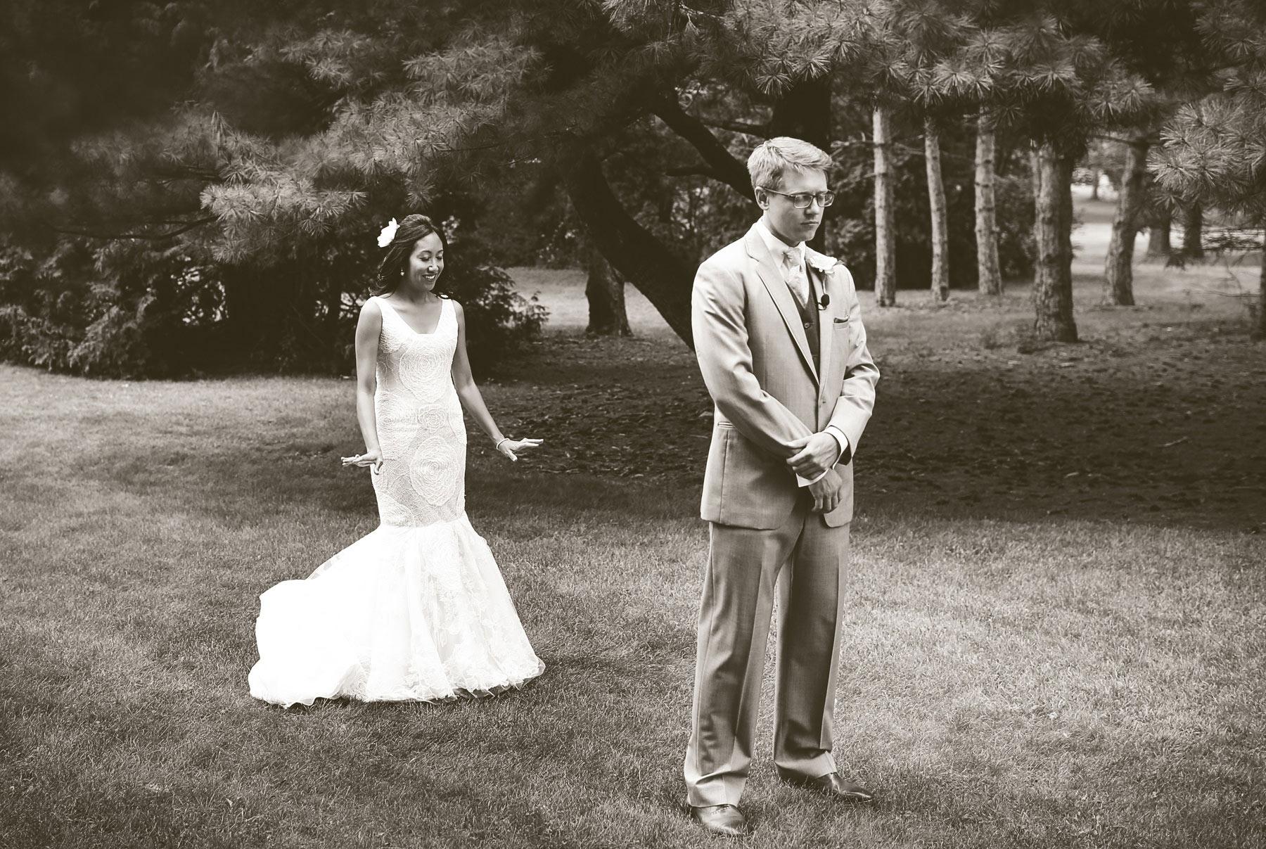 02-Minneapolis-Minnesota-Wedding-Photography-by-Vick-Photography-Garden-First-Look-Daphne-&-Austin.jpg