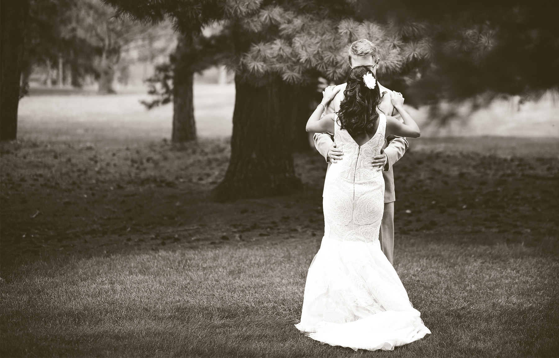03-Minneapolis-Minnesota-Wedding-Photography-by-Vick-Photography-Garden-First-Look-Daphne-&-Austin.jpg