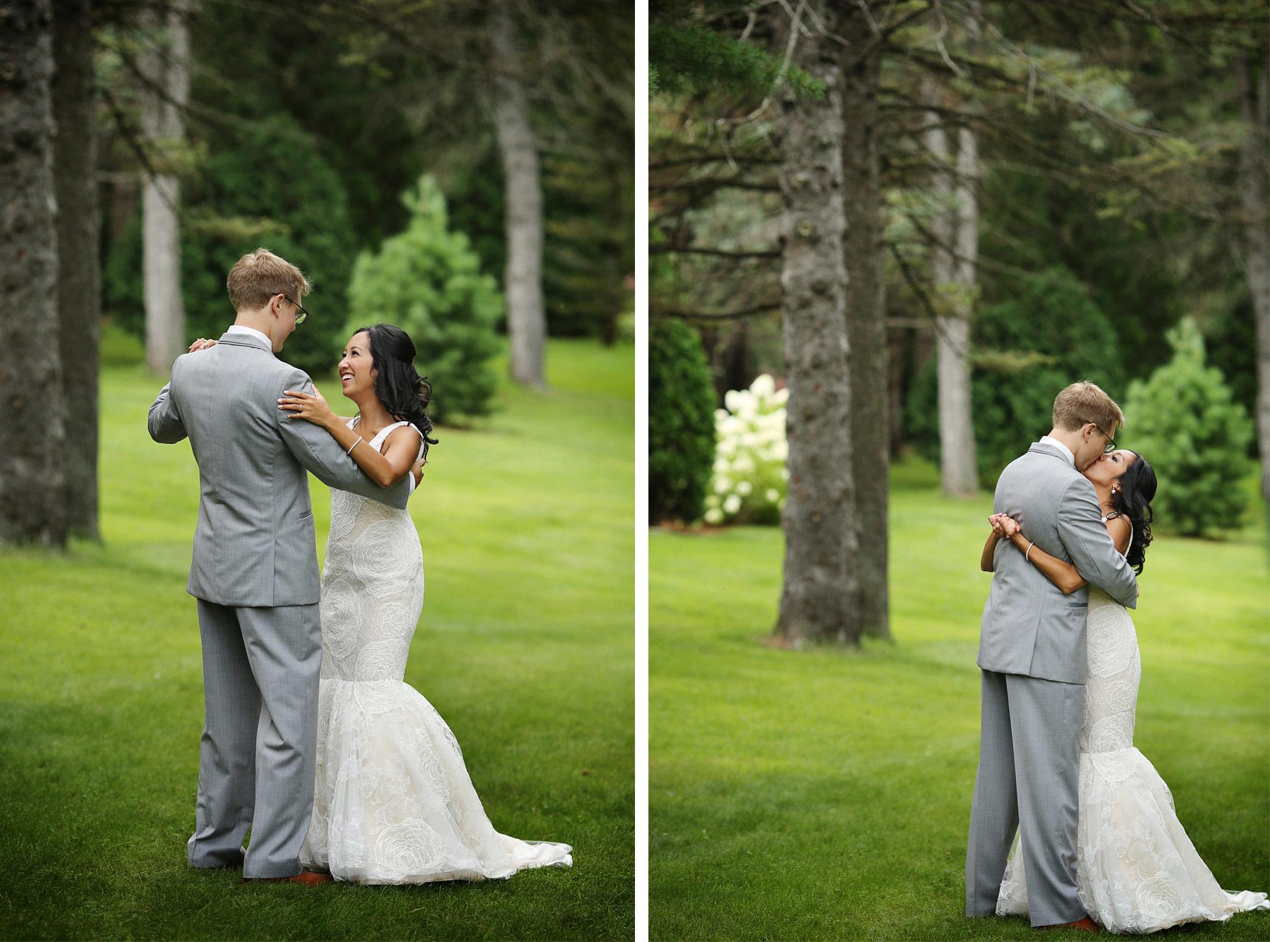 04-Minneapolis-Minnesota-Wedding-Photography-by-Vick-Photography-Garden-First-Look-Daphne-&-Austin.jpg