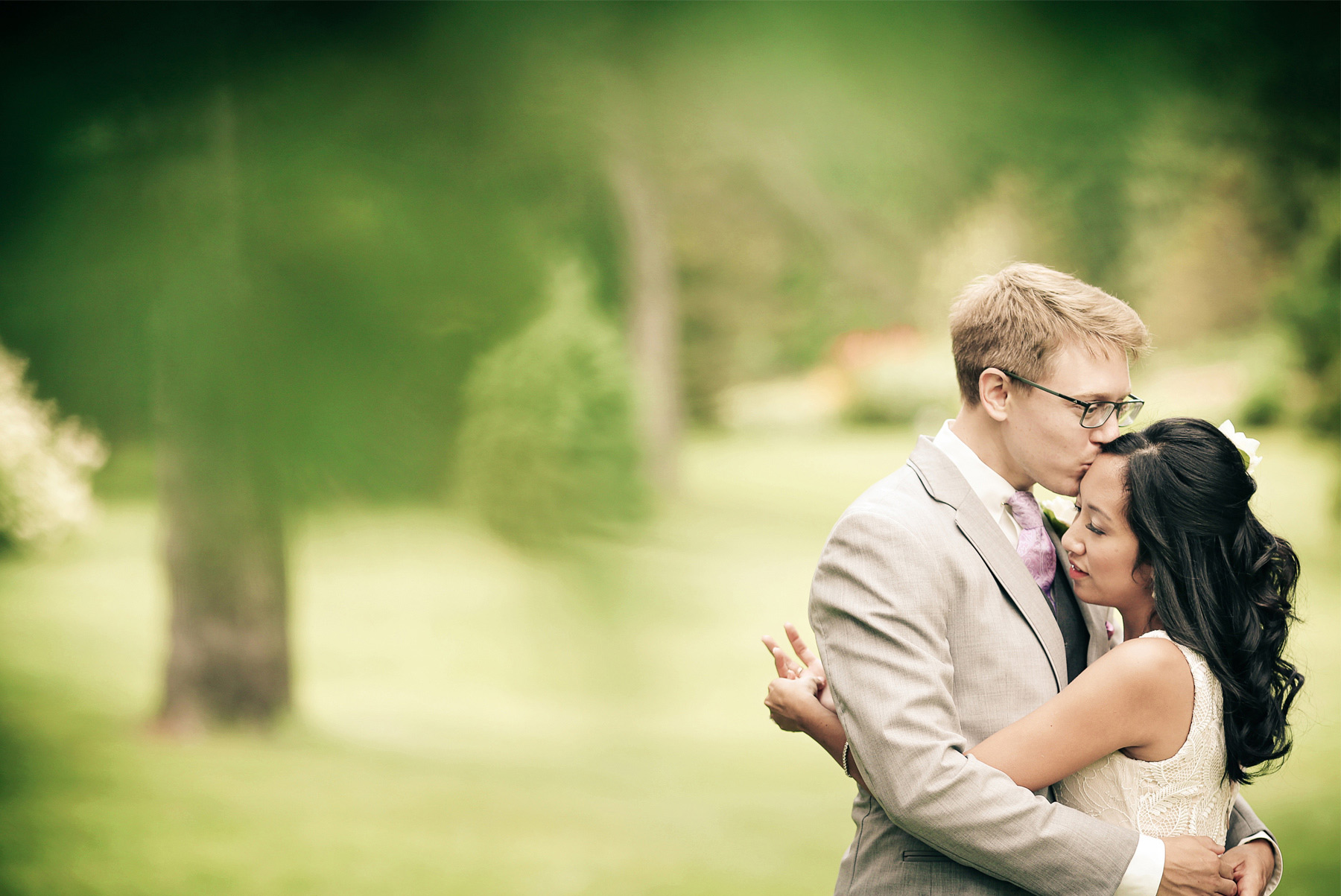 05-Minneapolis-Minnesota-Wedding-Photography-by-Vick-Photography-Garden-First-Look-Daphne-&-Austin.jpg