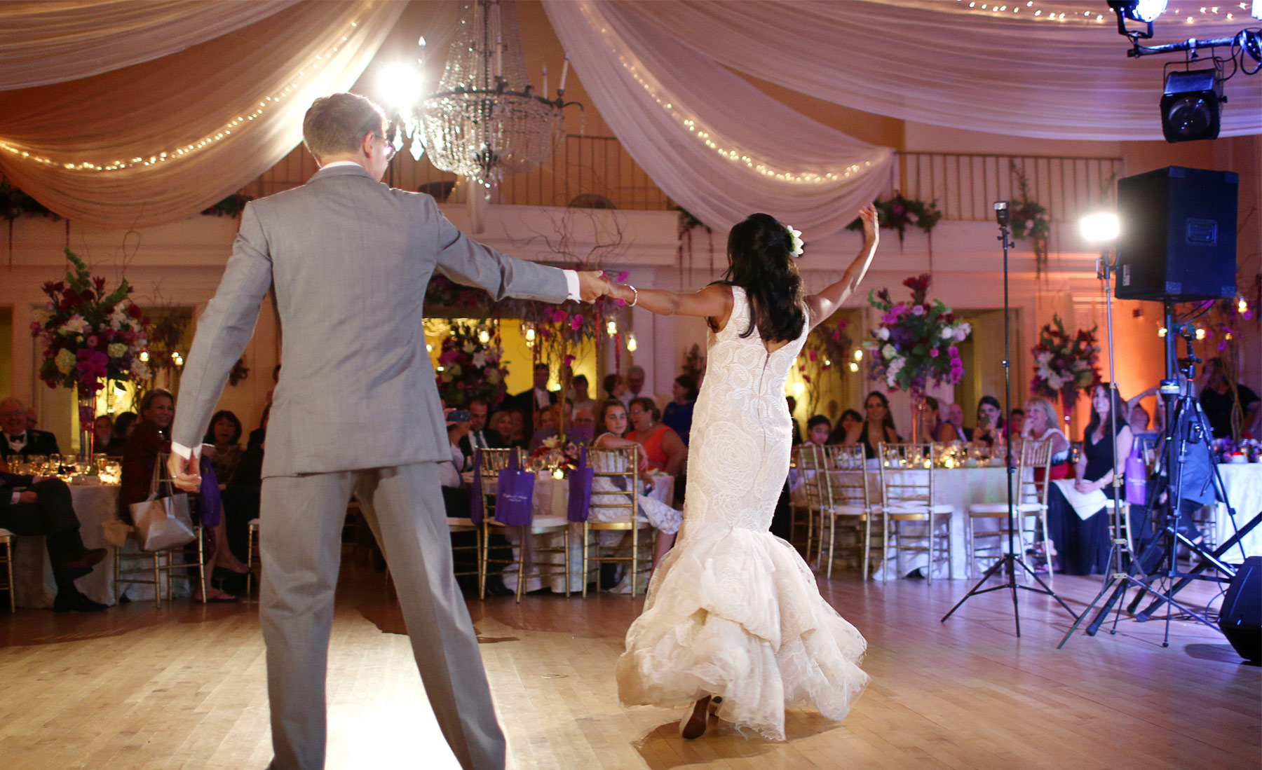16-Minneapolis-Minnesota-Wedding-Photography-by-Vick-Photography-Lafayette-Country-Club-Reception-First-Dance-Daphne-&-Austin.jpg