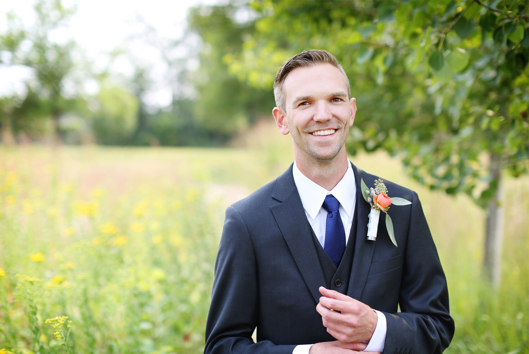 01-Minneapolis-Minnesota-Wedding-Photography-by-Vick-Photography-Field-First-Look-Jess-&-Jake.jpg
