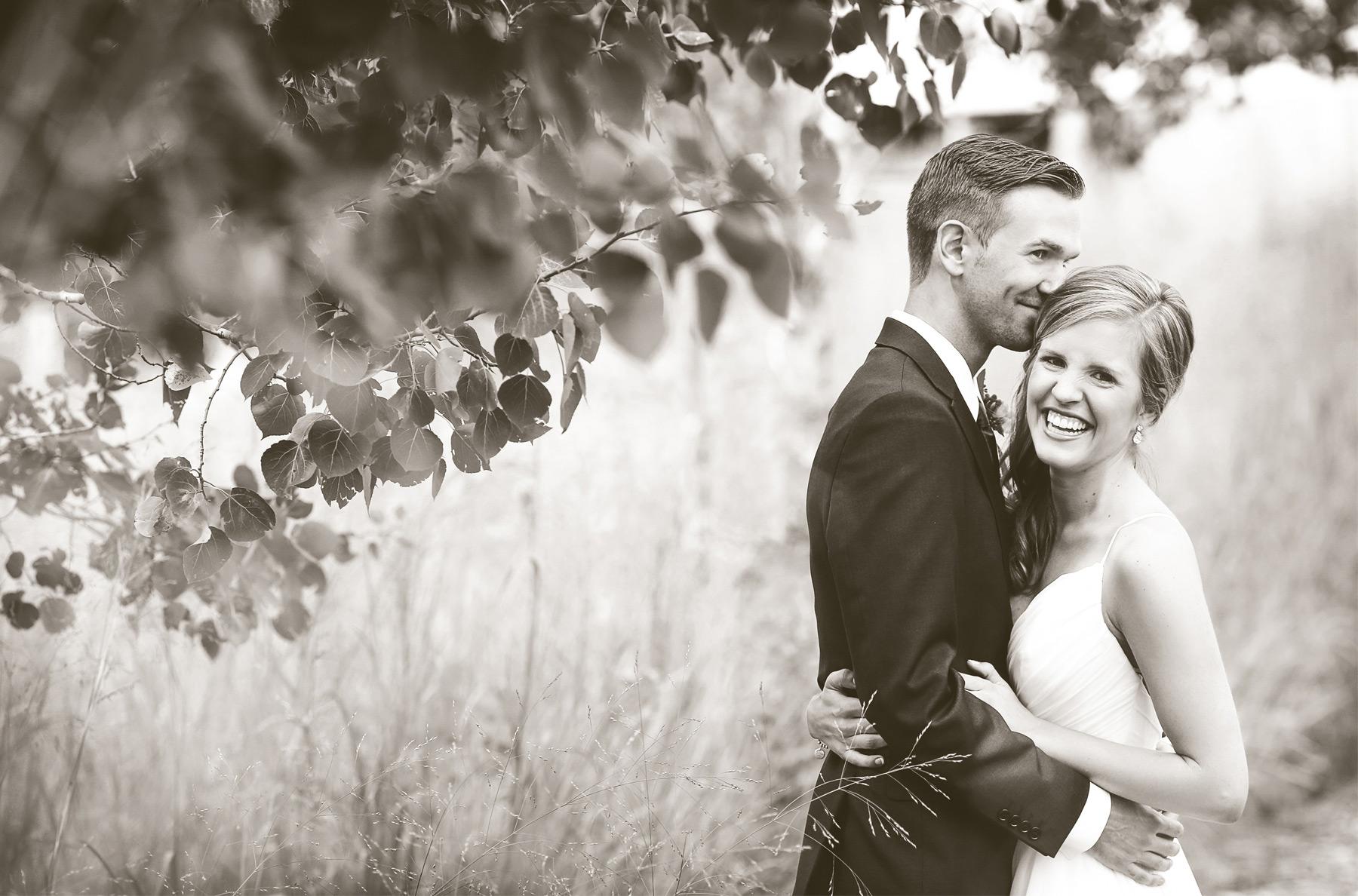 03-Minneapolis-Minnesota-Wedding-Photography-by-Vick-Photography-Field-First-Look-Jess-&-Jake.jpg