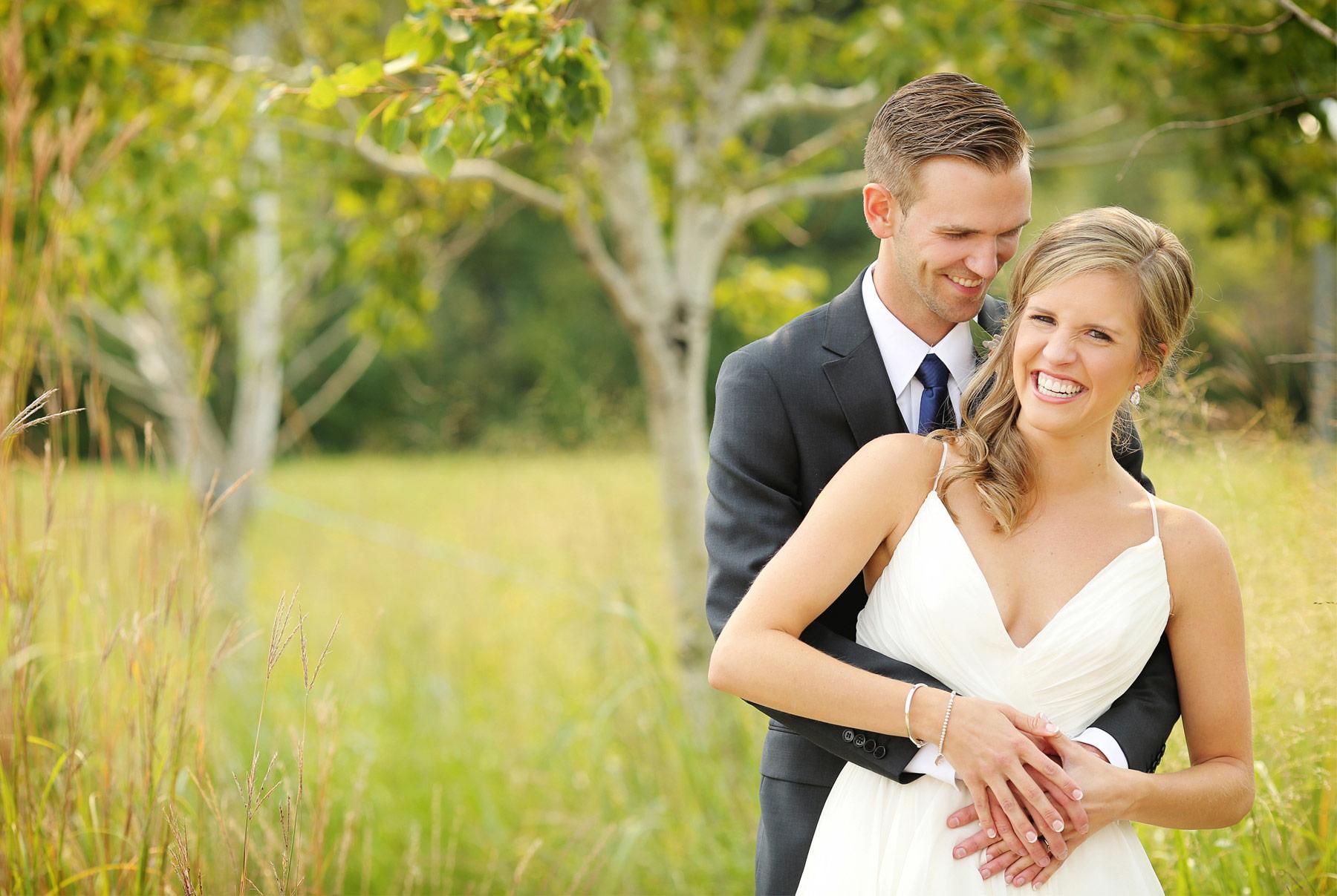 06-Minneapolis-Minnesota-Wedding-Photography-by-Vick-Photography-Field-First-Look-Jess-&-Jake.jpg