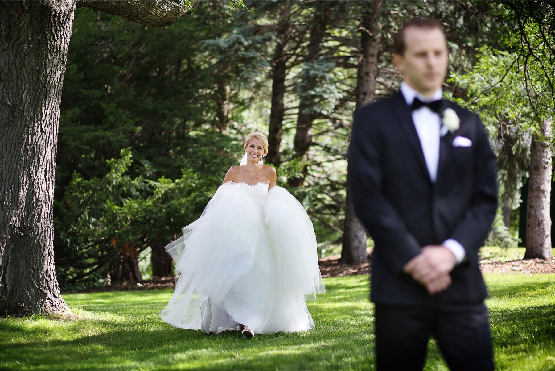 04-Minneapolis-Minnesota-Wedding-Photography-by-Vick-Photography-First-Look-Garden-Sarah-&-Brett.jpg