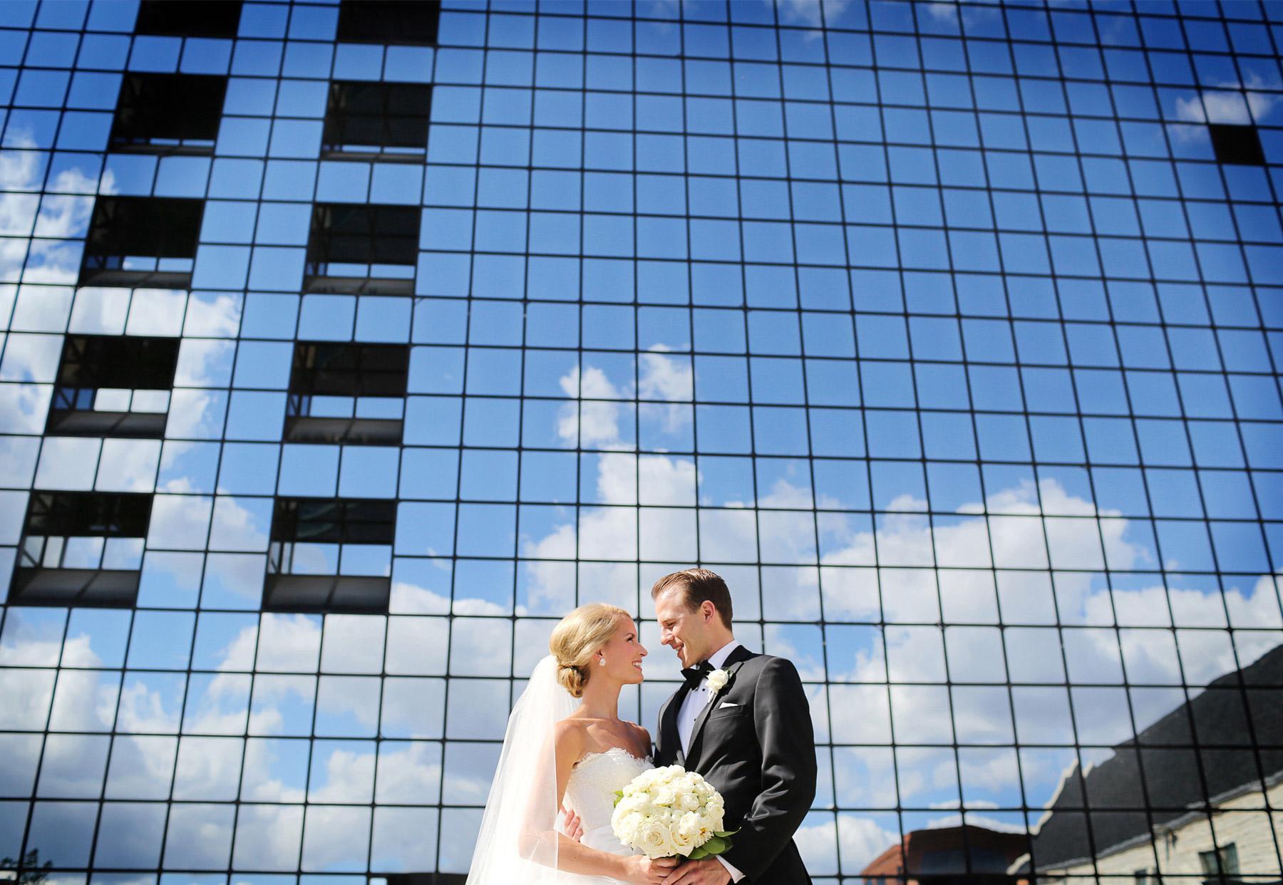 10-Minneapolis-Minnesota-Wedding-Photography-by-Vick-Photography-Downtown-Sarah-&-Brett.jpg