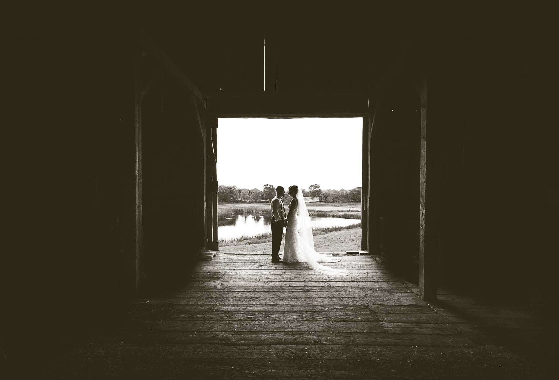 16-Stillwater-Minnesota-Wedding-Photography-by-Vick-Photography-Barn-Rustic-Tara-&-Ryan.jpg