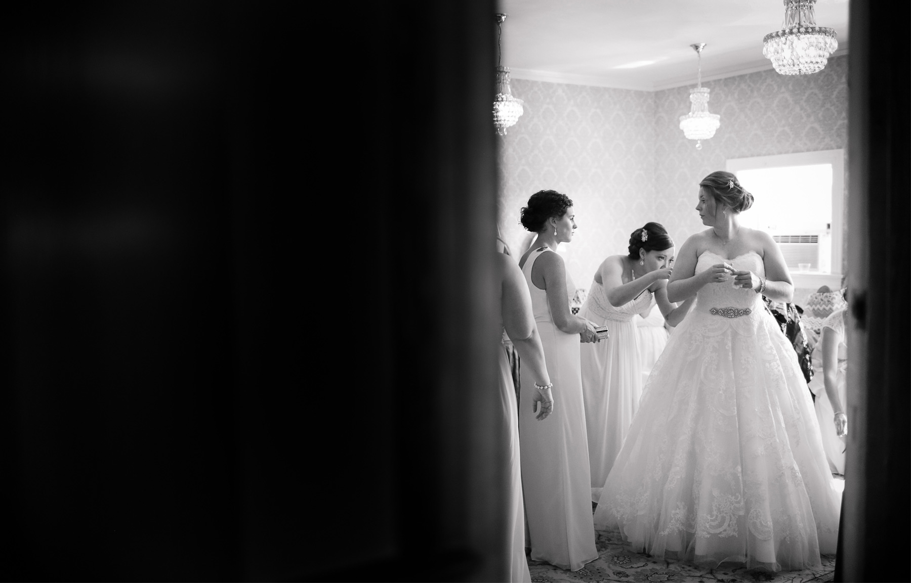 01-Minneapolis-Minnesota-Wedding-Photography-by-Vick-Photography-Semple-Mansion-Wedding-Morning-Bride-Dress-Caitlin-&-Derrick.jpg
