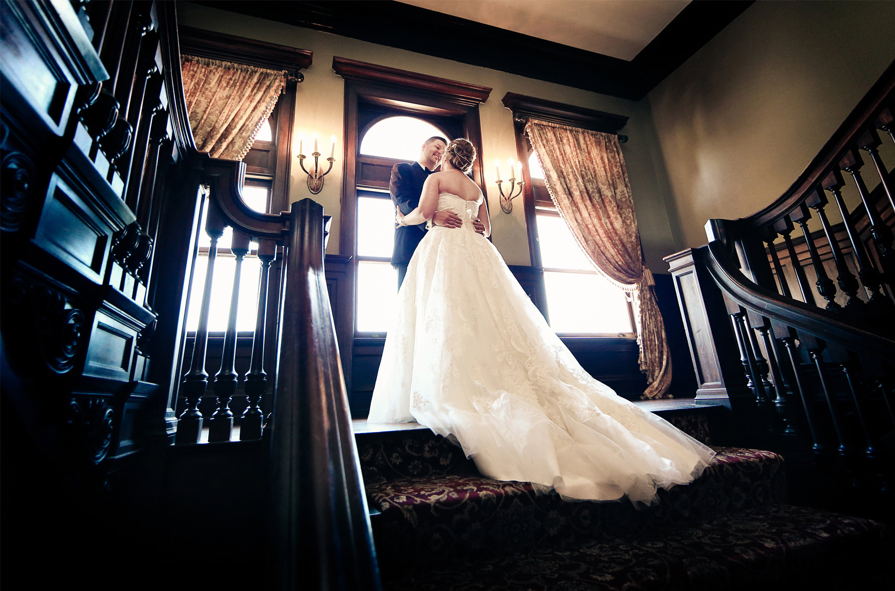 05-Minneapolis-Minnesota-Wedding-Photography-by-Vick-Photography-Semple-Mansion-First-Look-Caitlin-&-Derrick.jpg