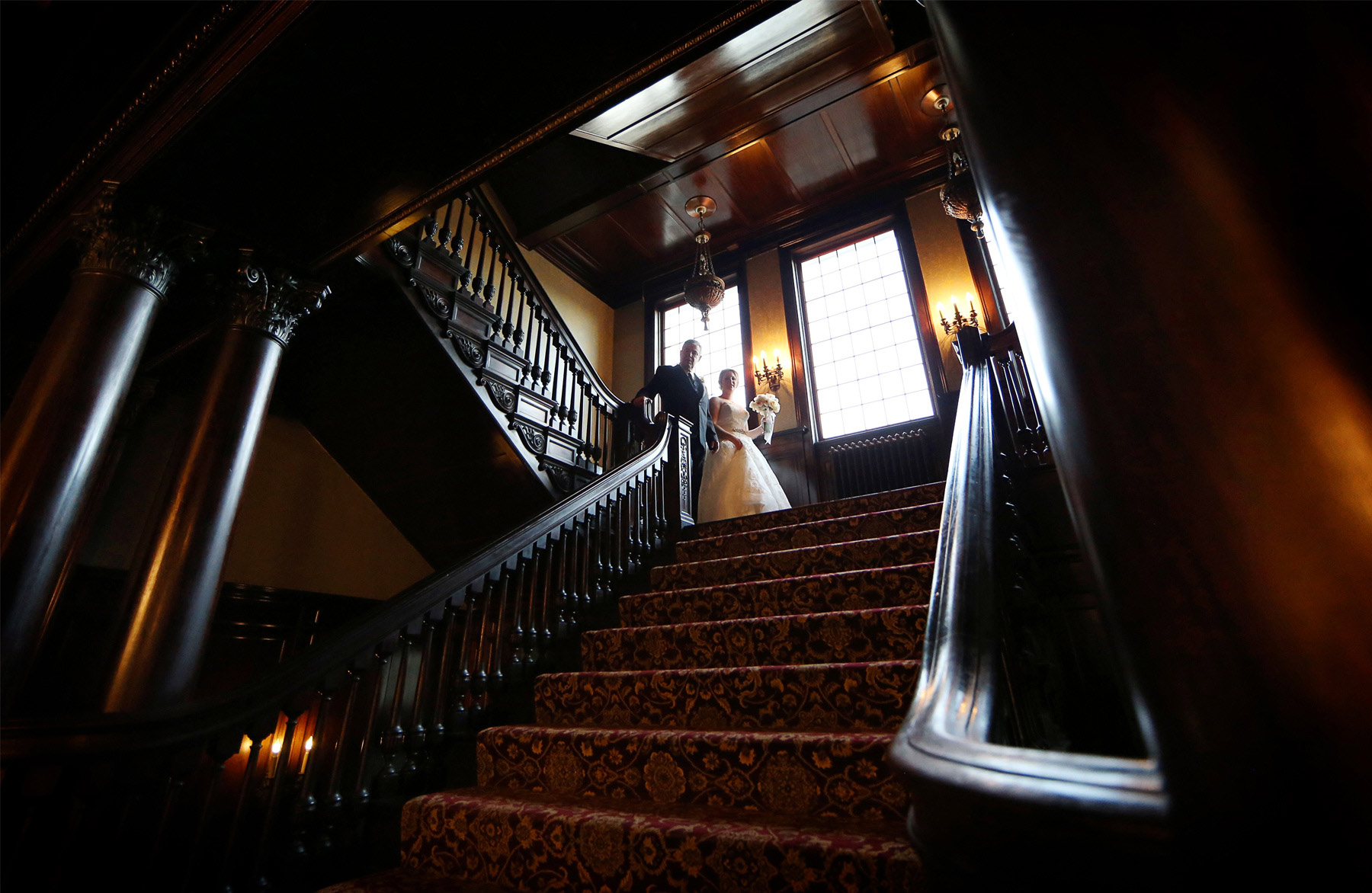 12-Minneapolis-Minnesota-Wedding-Photography-by-Vick-Photography-Semple-Mansion-Ceremony-Grand-Staircase-Caitlin-&-Derrick.jpg