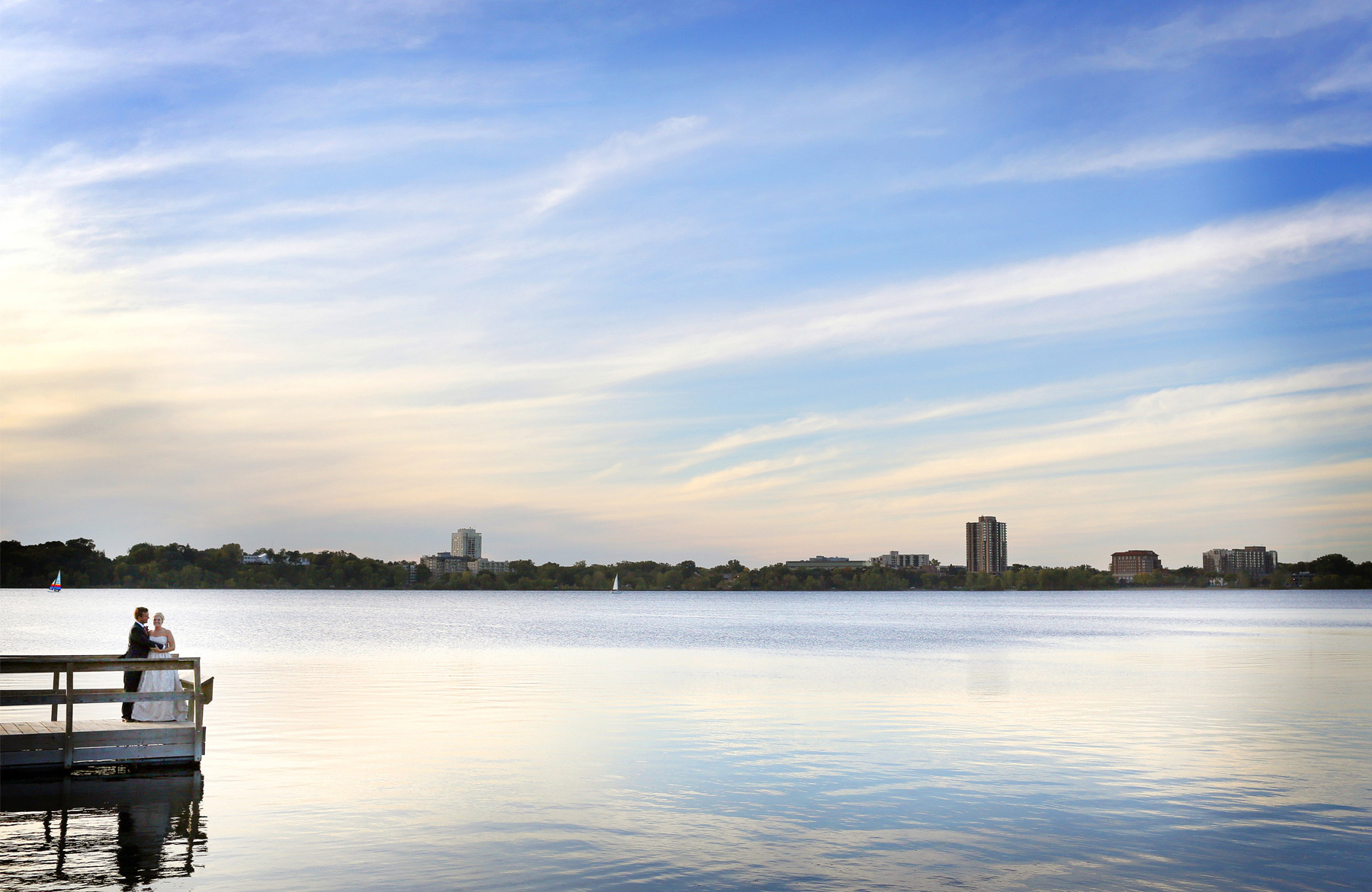 11-Minneapolis-Minnesota-Wedding-Photography-by-Vick-Photography--Lake-Calhoun-Sunset-Kristen-&-Nick.jpg