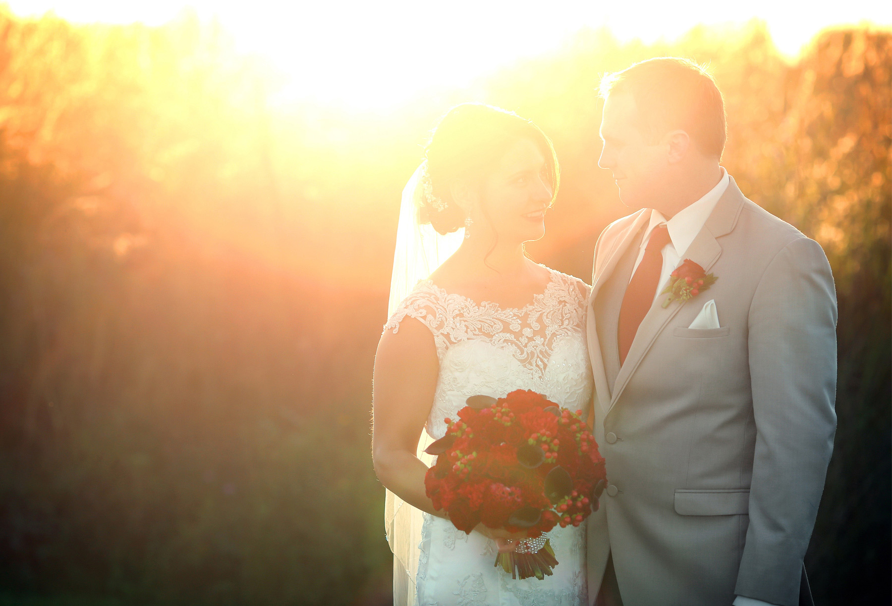 08-Minneapolis-Minnesota-Wedding-Photography-by-Vick-Photography-Golden-Hour-Field-Garden-Courtney-and-Kevin.jpg