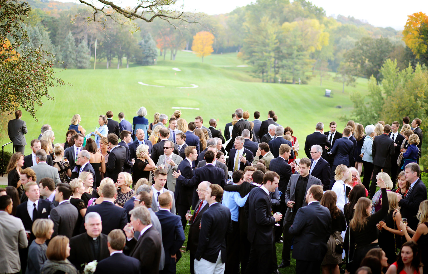 17-Minneapolis-Minnesota-Wedding-Photography-by-Vick-Photography-Woodhill-Country-Club-Golf-Course-Autumn-Fall-Colors-Cocktail-Hour-Elle-and-Tyler.jpg