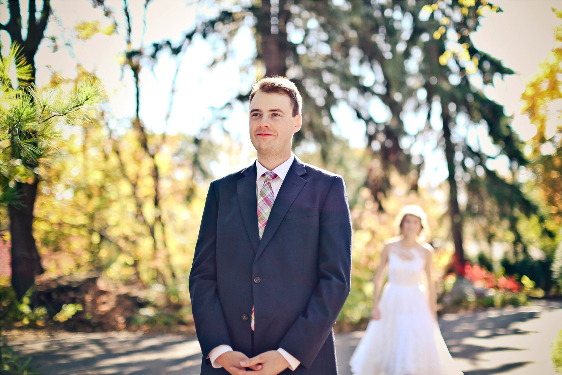 02-Minneapolis-Minnesota-Wedding-Photography-by-Vick-Photography-Fall-Colors-Autumn-Leaves-First-Look-Madeline-&-Matt.jpg