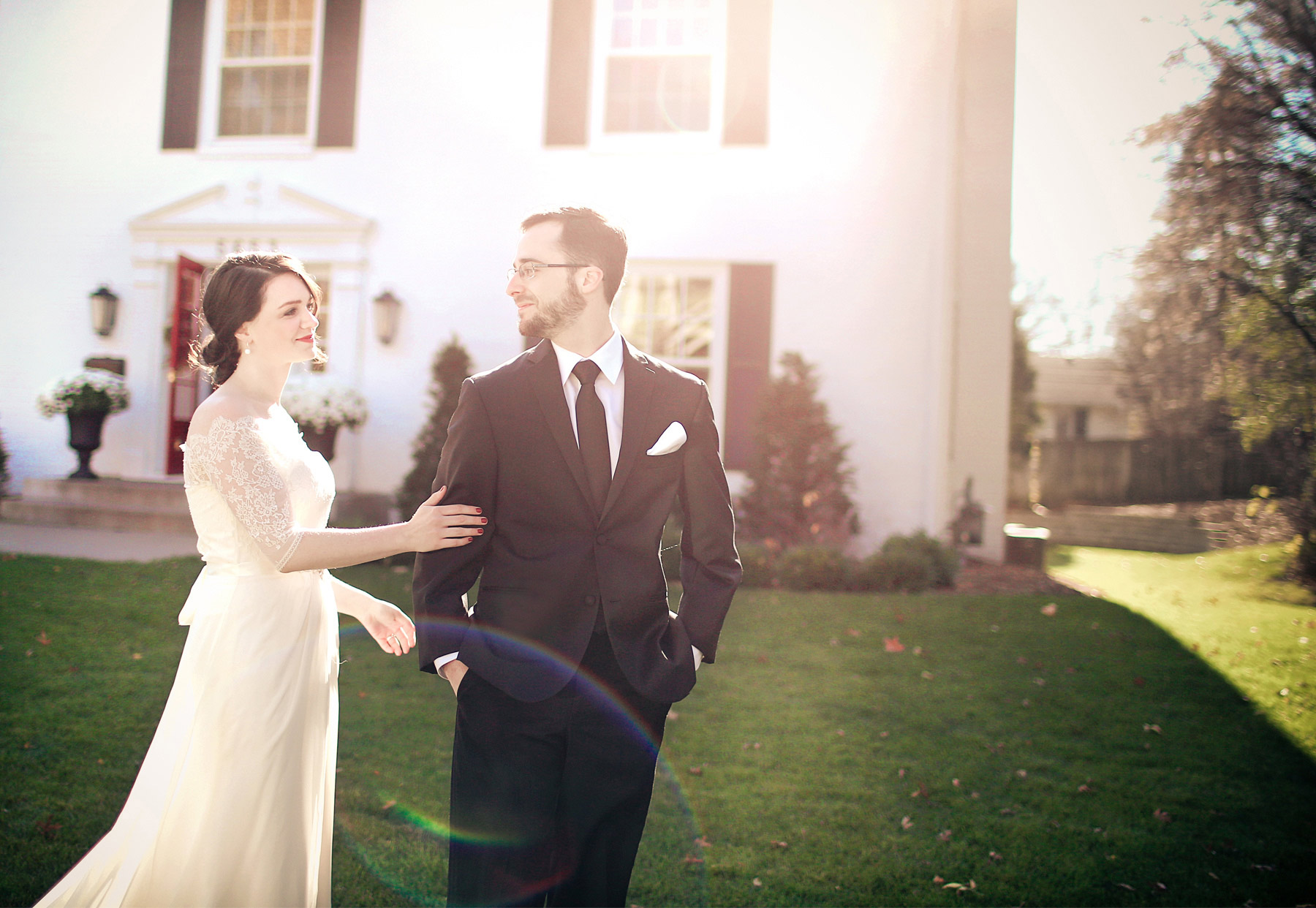 03-Minneapolis-Minnesota-Wedding-Photography-by-Vick-Photography-First-Look-Vintage-Sarah-and-Patrick.jpg