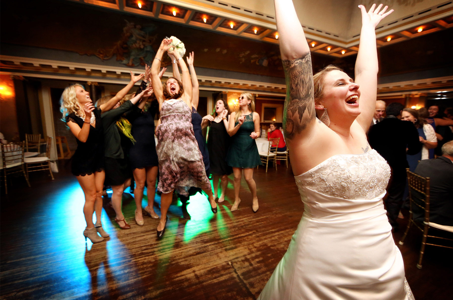 13-Minneapolis-Minnesota-Wedding-Photography-by-Vick-Photography-Semple-Mansion-Reception-Bouquet-Toss-Ariel-and-Jared.jpg
