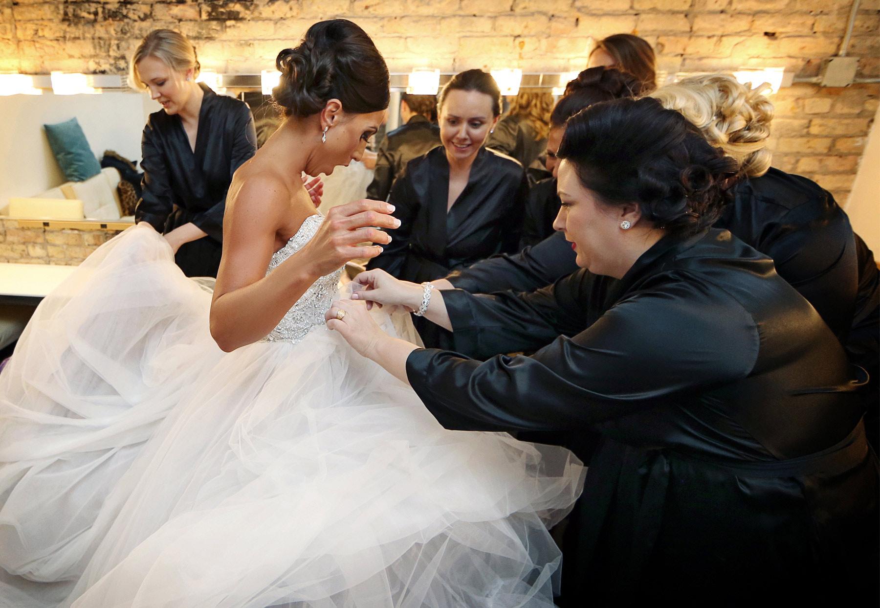 02-Minneapolis-Minnesota-Wedding-Photography-Aria-Downtown-Industrial-Bride-Dress-Melanie-and-Andrew.jpg