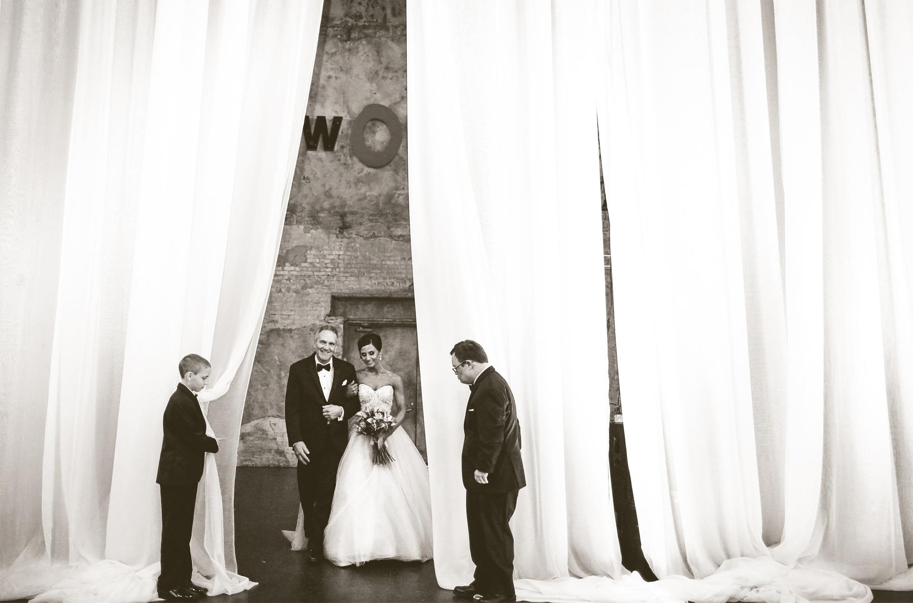 10-Minneapolis-Minnesota-Wedding-Photography-Aria-Downtown-Industrial-Ceremony-Melanie-and-Andrew.jpg
