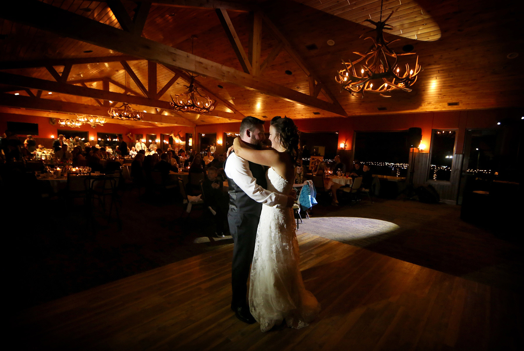 14-Minneapolis-Minnesota-Wedding-Photography-by-Vick-Photography-Prior-Lake-Horse-and-Hunt-Club-Rustic-First-Dance-Reception-Night-Sarah-and-Steve.jpg