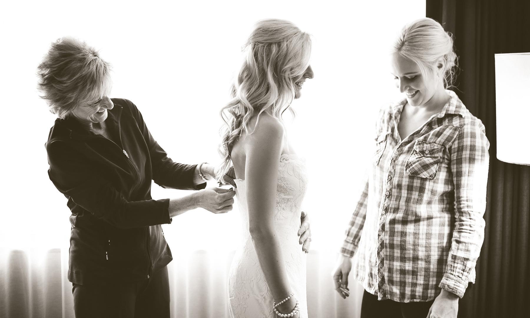 01-Minneapolis-Minnesota-Wedding-Photography-by-Vick-Photography-Downtown-Bride-Dress-Caroline-and-J.jpg