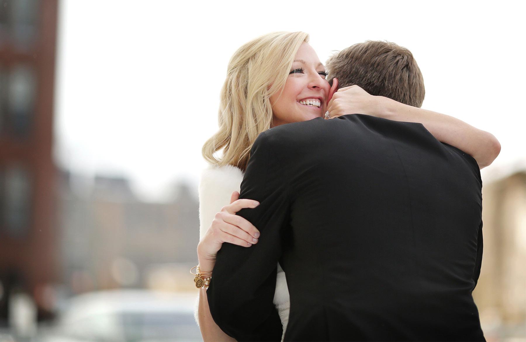 04-Minneapolis-Minnesota-Wedding-Photography-by-Vick-Photography-Downtown-First-Look-Skyline-Caroline-and-J.jpg
