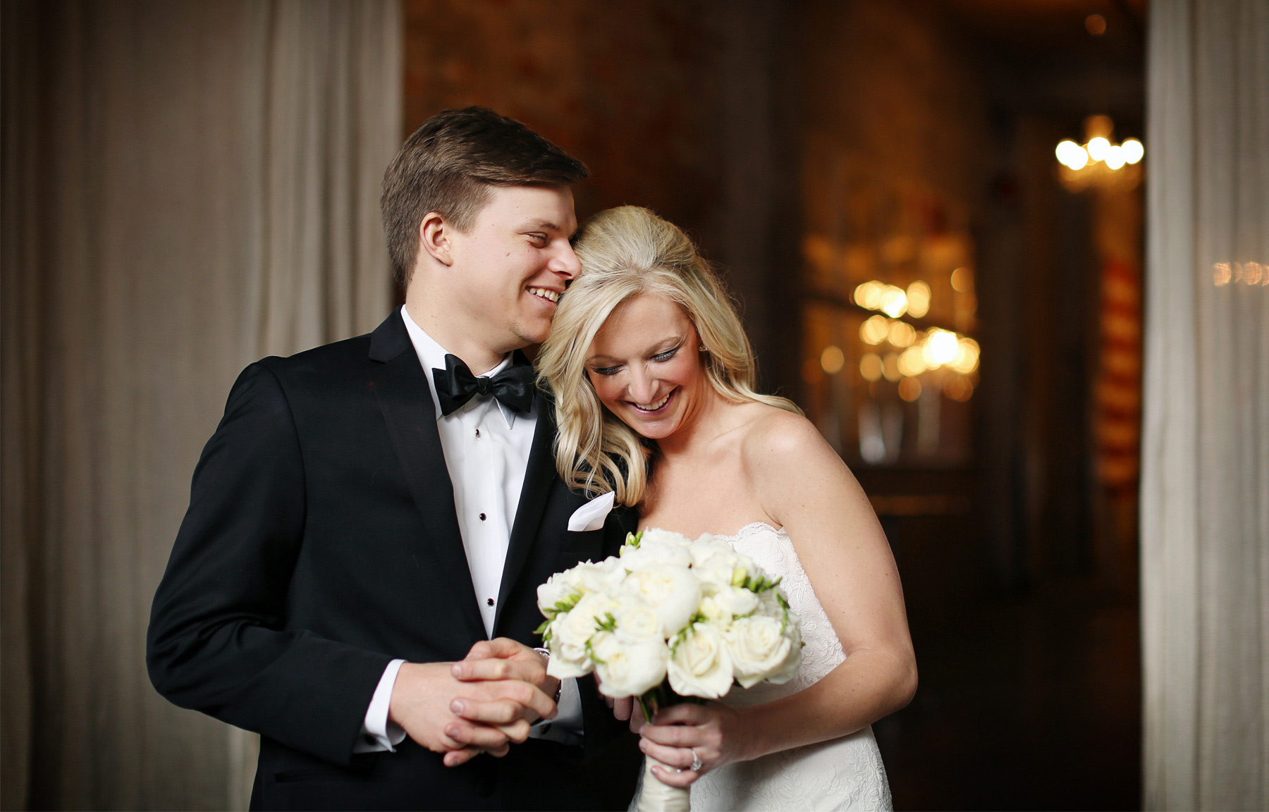 06-Minneapolis-Minnesota-Wedding-Photography-by-Vick-Photography-Aria-Downtown-First-Look-Caroline-and-J.jpg