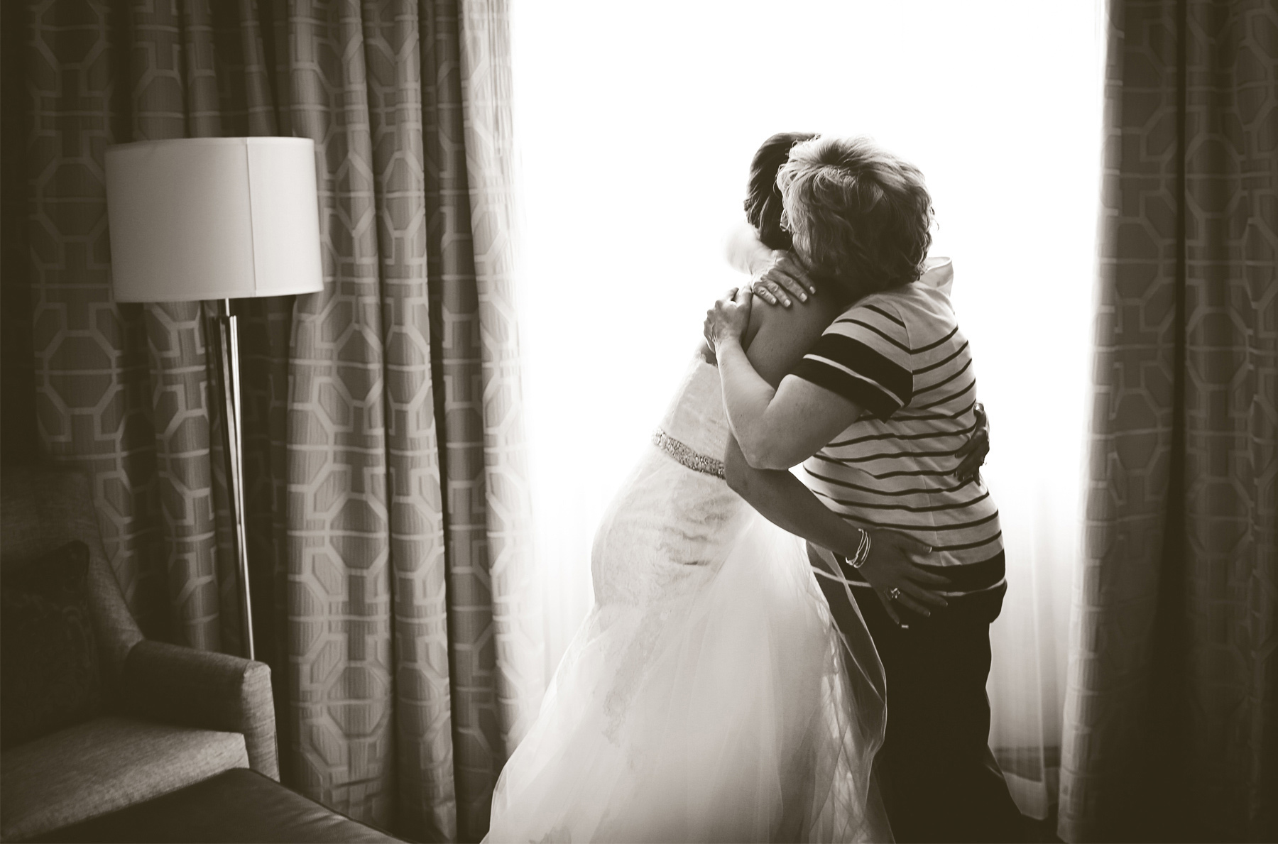 02-Minneapolis-Minnesota-Wedding-Photography-by-Vick-Photography-Downtown-Bride-Dress-Megan-and-Andrew.jpg