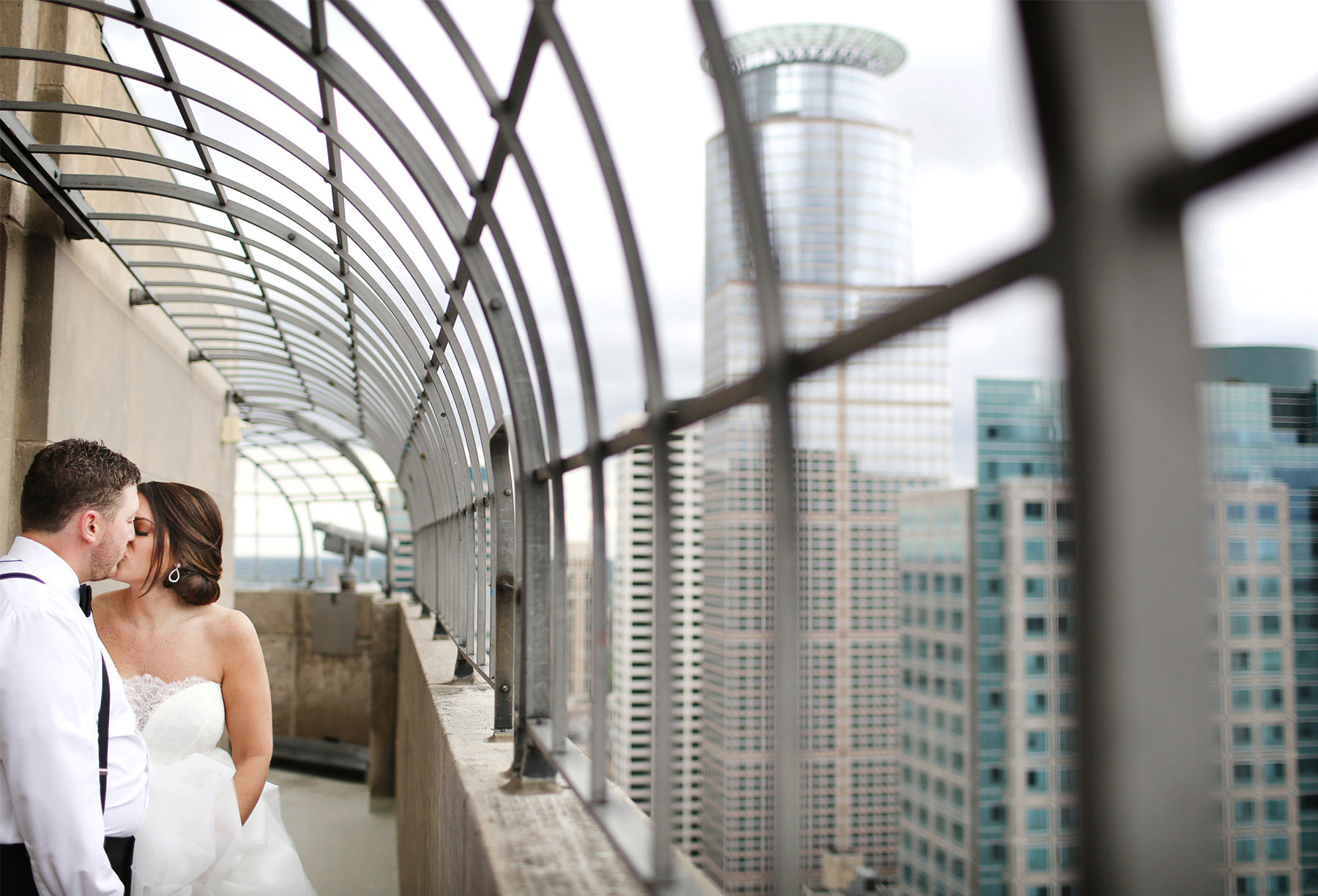 04-Minneapolis-Minnesota-Wedding-Photography-by-Vick-Photography-Downtown-Foshay-Skyline-Megan-and-Andrew.jpg