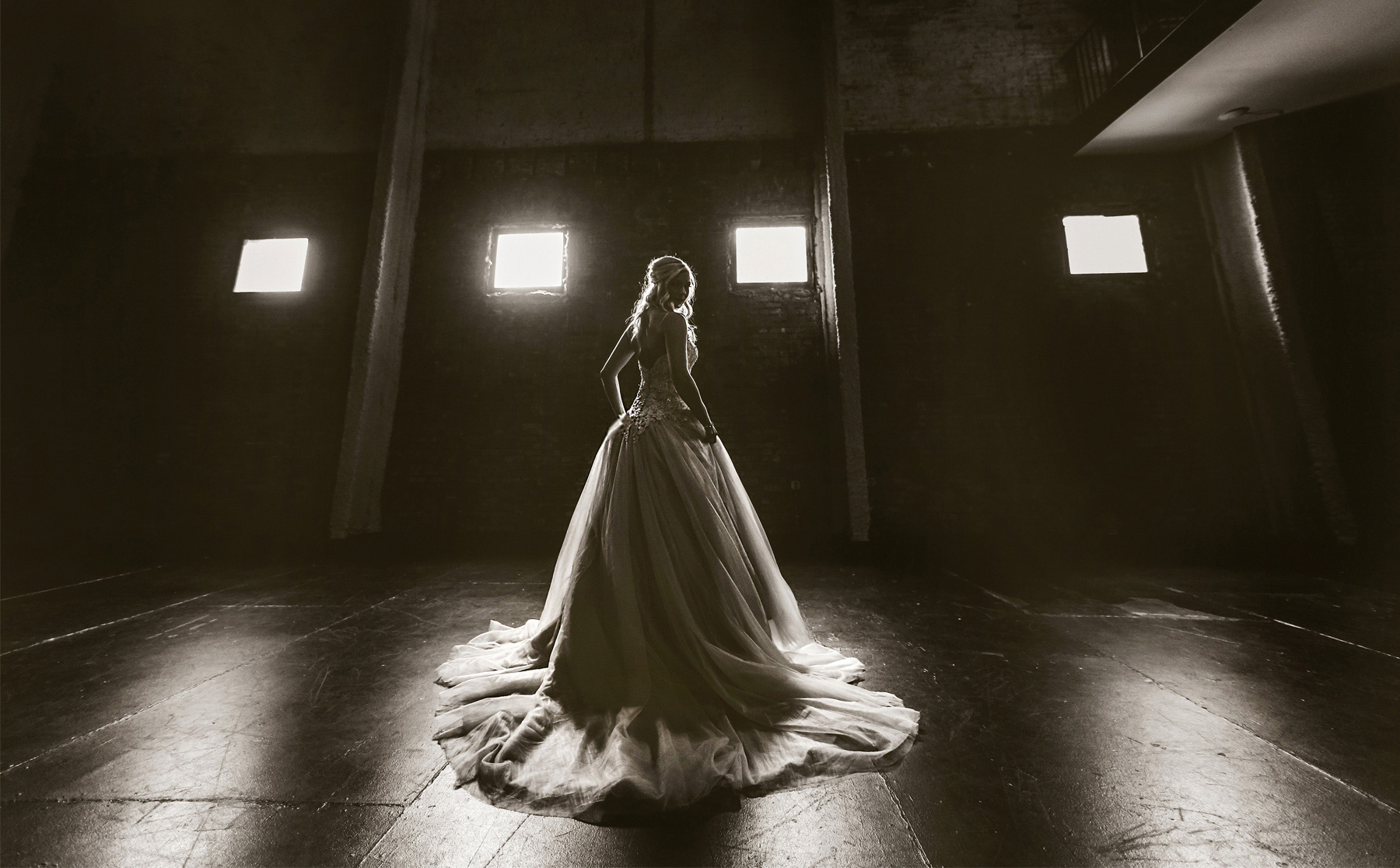03-Minneapolis-Minnesota-Wedding-Photography-by-Vick-Photography-Aria-Downtown-Industrial-Warehouse-Bride-Nikki-and-Scott.jpg