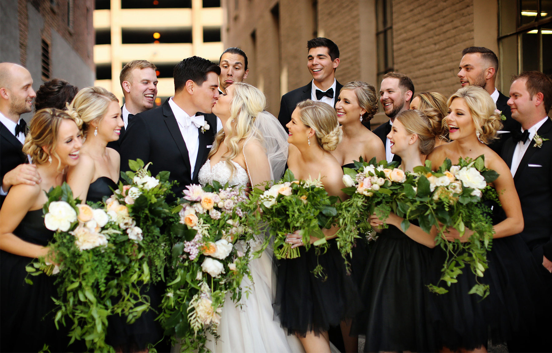 07-Minneapolis-Minnesota-Wedding-Photography-by-Vick-Photography-Aria-Downtown-Industrial-Wedding-Party-Flowers-Nikki-and-Scott.jpg