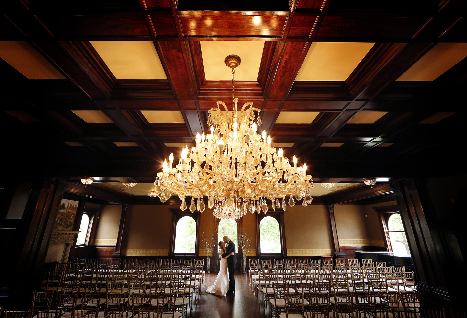 04-Minneapolis-Minnesota-Wedding-Photography-by-Vick-Photography-Semple-Mansion-First-Look-Nikki-and-Matt.jpg
