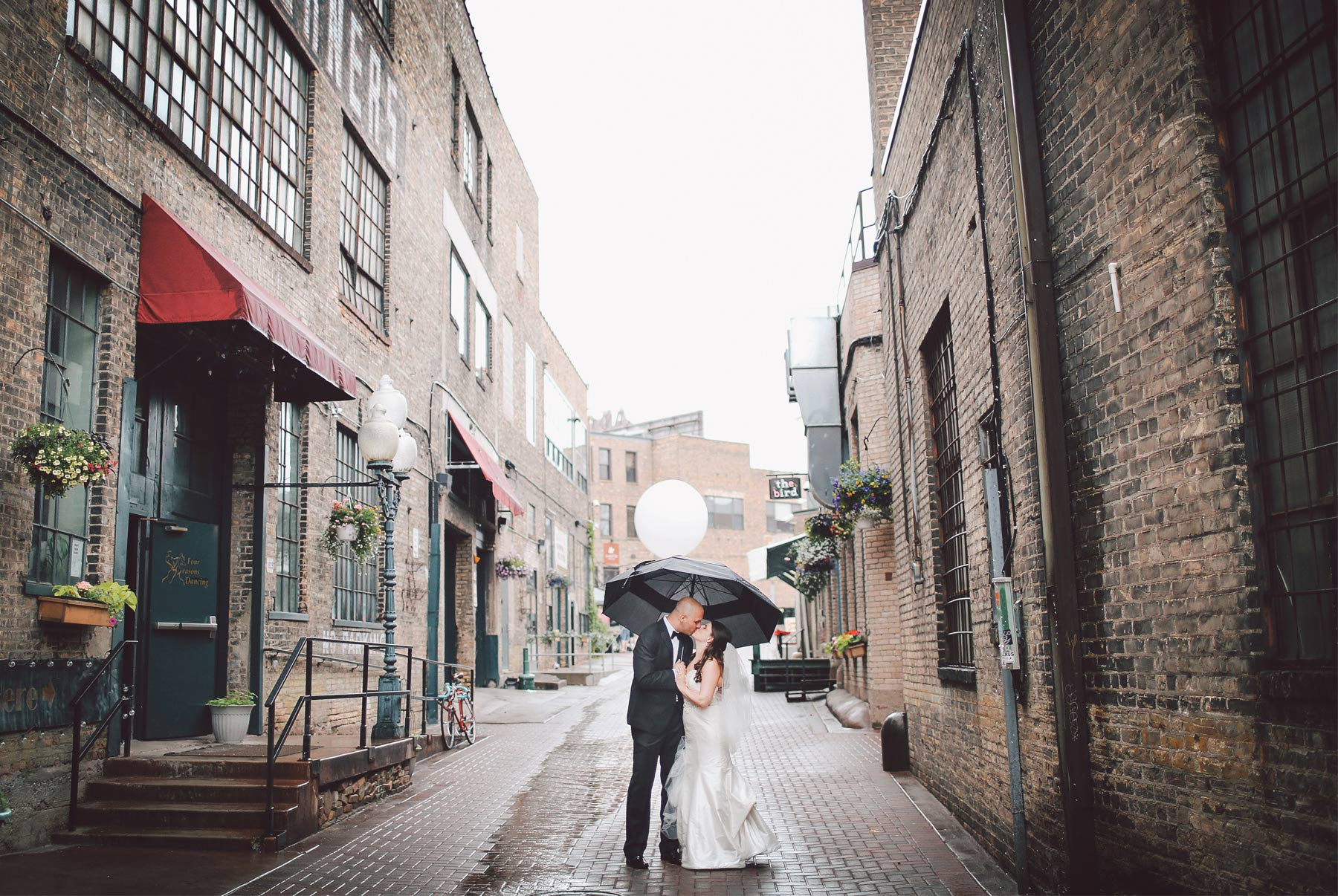 10-Minneapolis-Minnesota-Wedding-Photography-by-Vick-Photography-Rain-Umbrella-Downtown-Industrial-Brick-Nikki-and-Matt.jpg